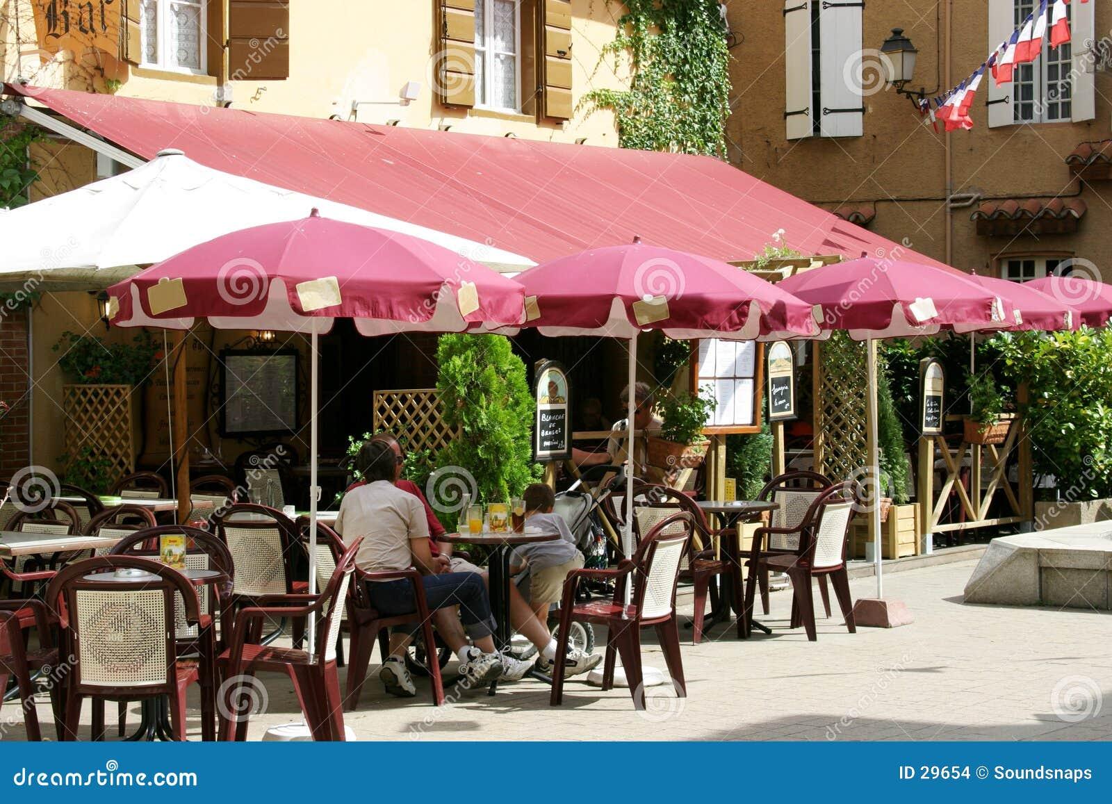 Café francês no sol