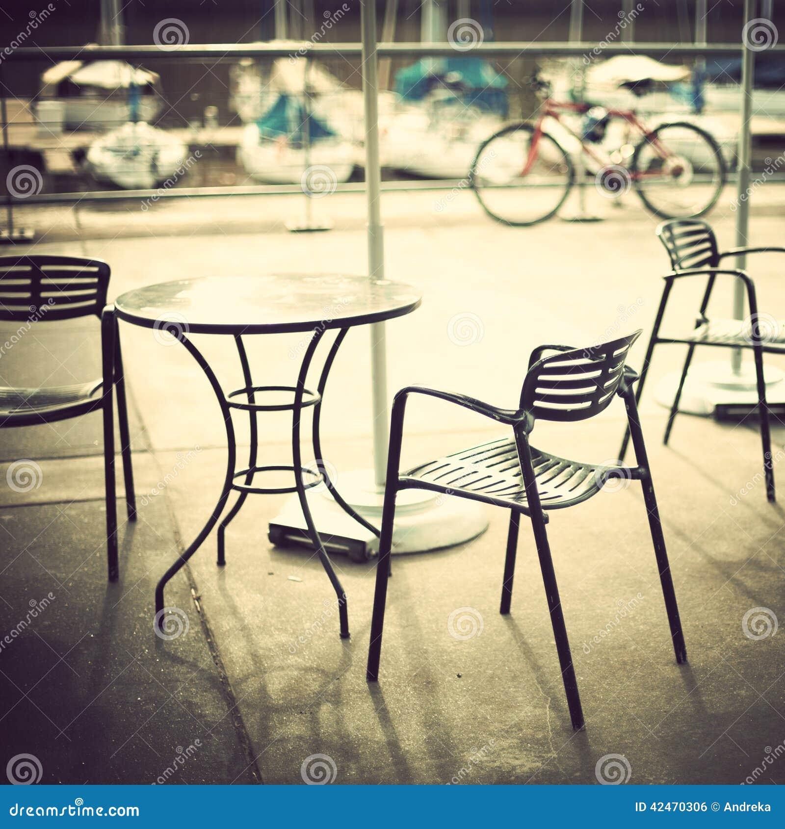 Café im Hafen