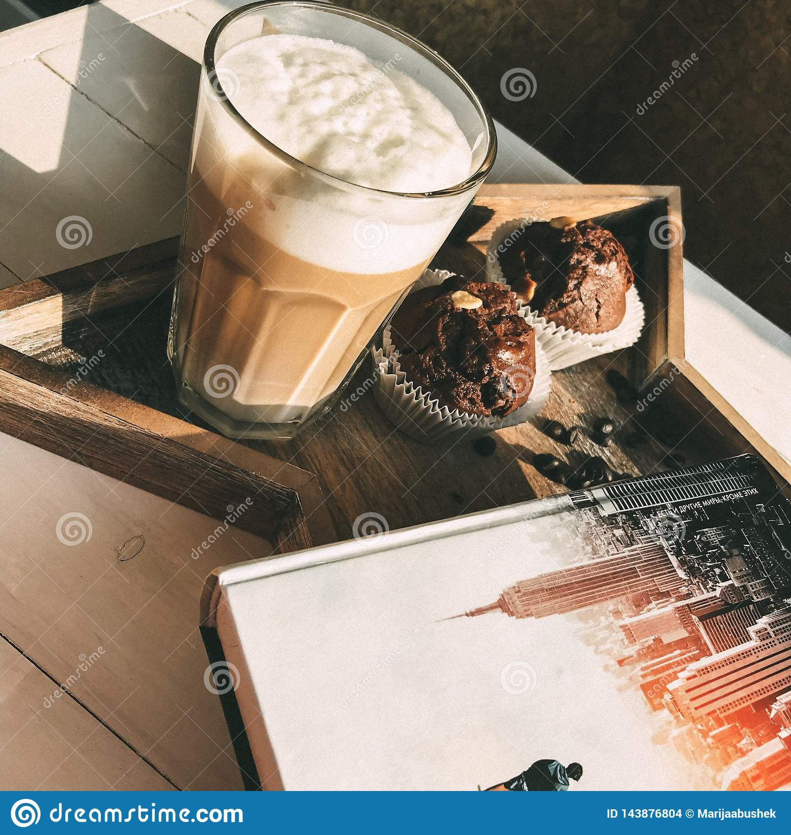 Café, livro e queque - o melhor remédio para a depressão