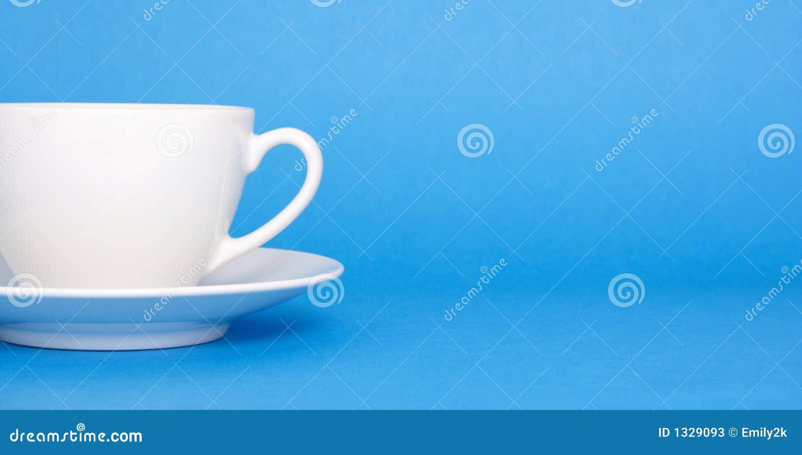 Café sur le fond bleu