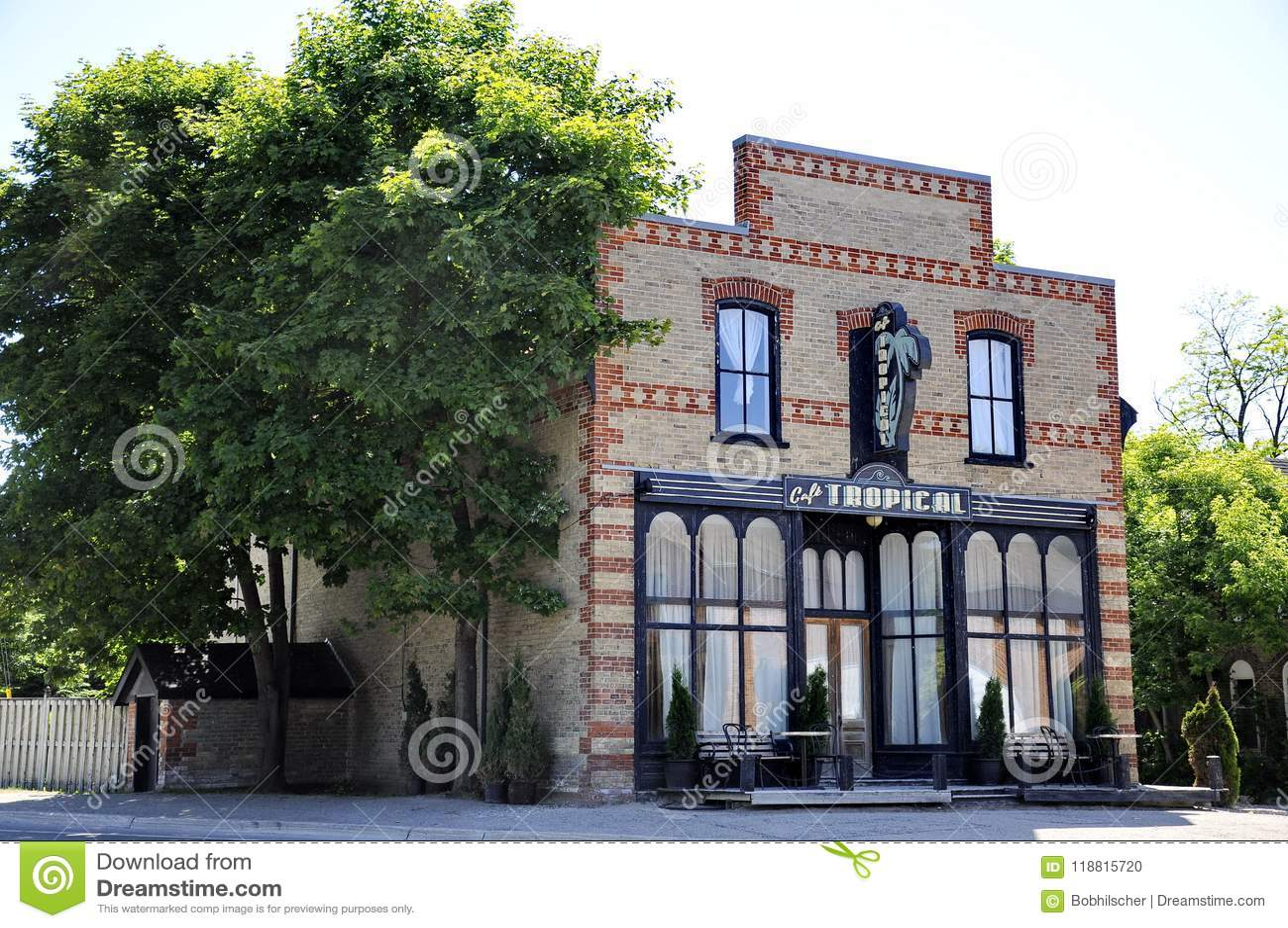 Café tropical un restaurant fictif décrit dans la série télévisée de crique du ` s de Schitt