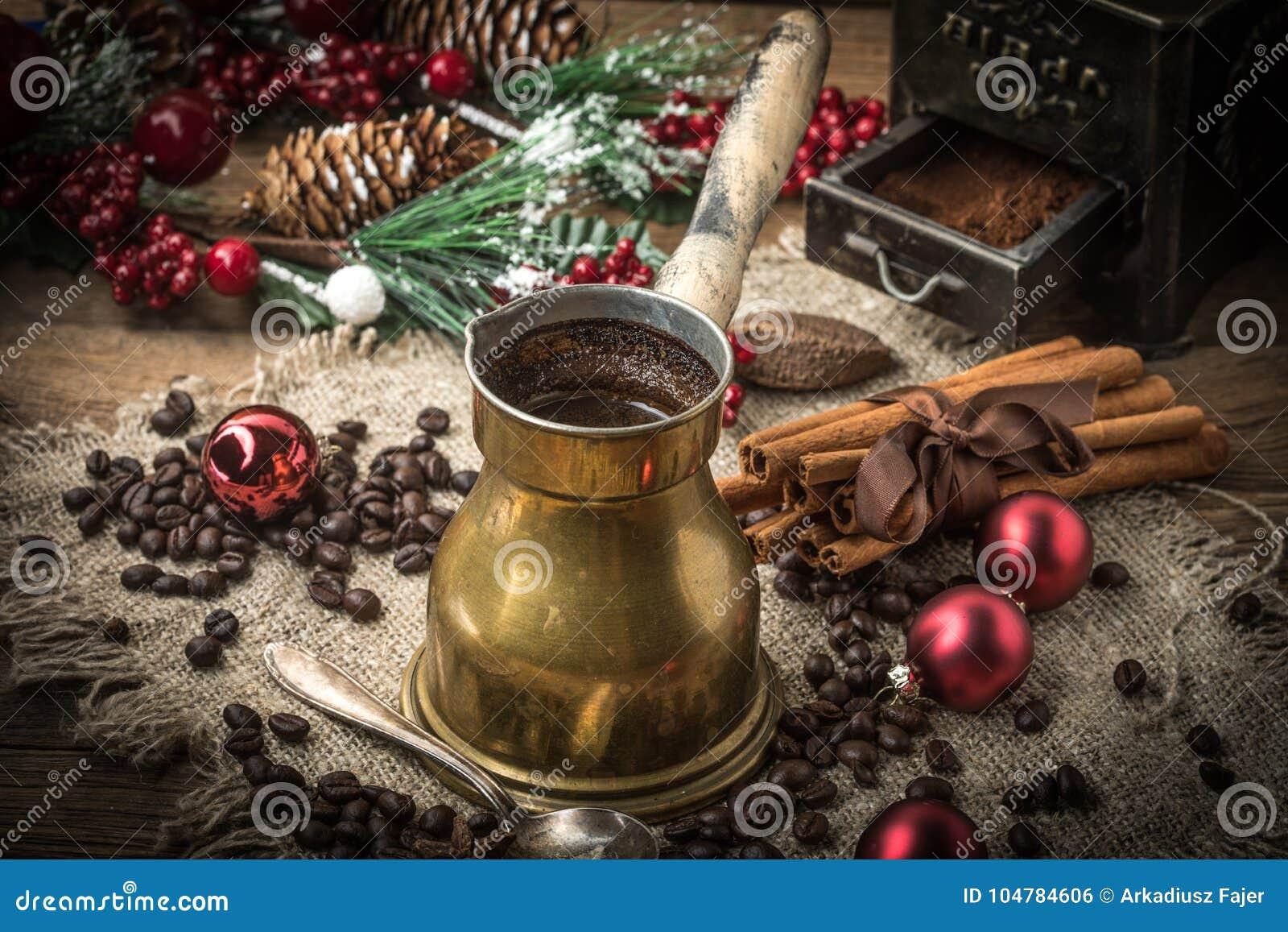 Café turco en el pote de cobre del coffe