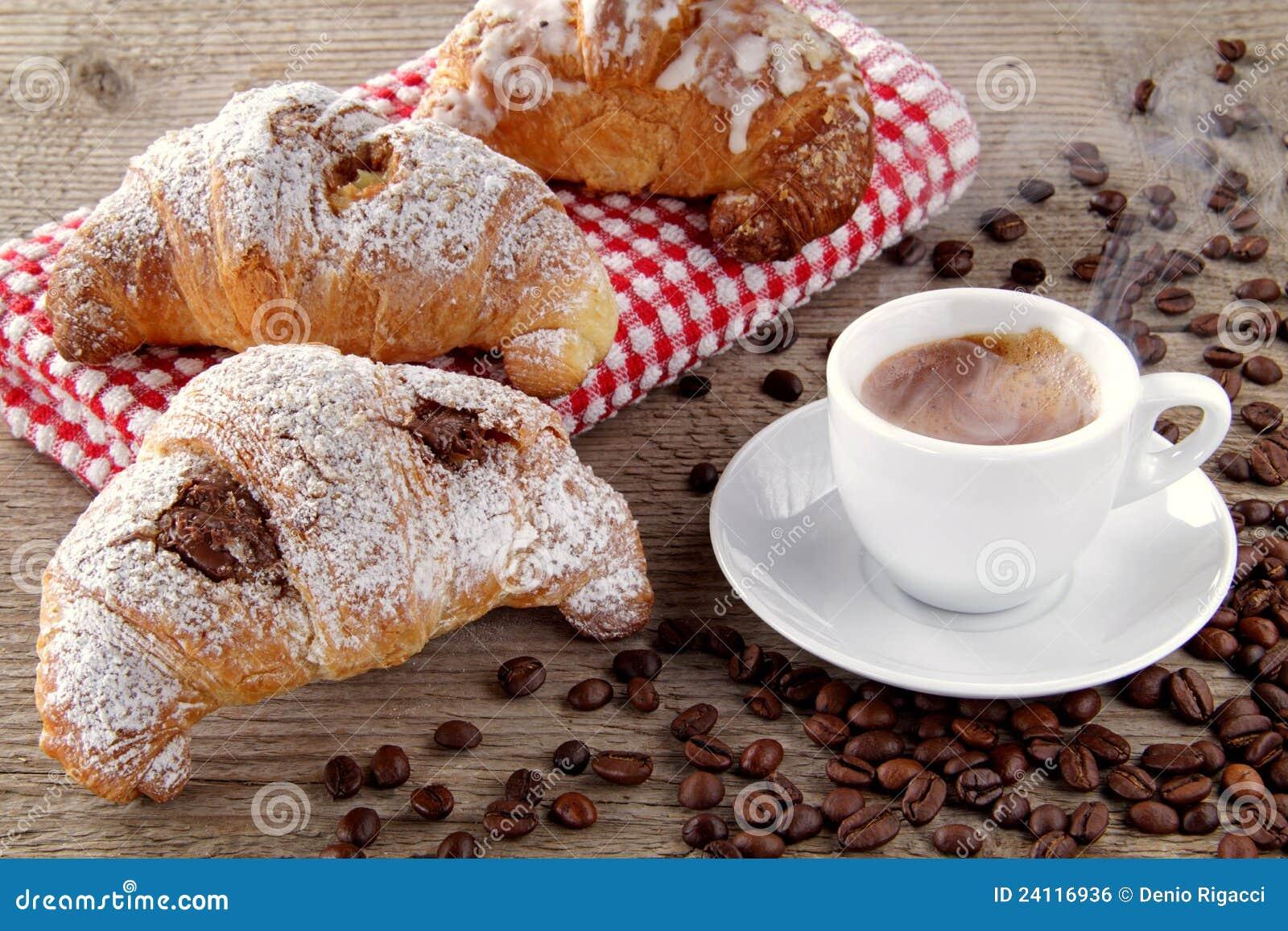 Desayuno para el Lunes-http://thumbs.dreamstime.com/z/caf%C3%A9-y-croissants-con-crema-del-chocolate-24116936.jpg