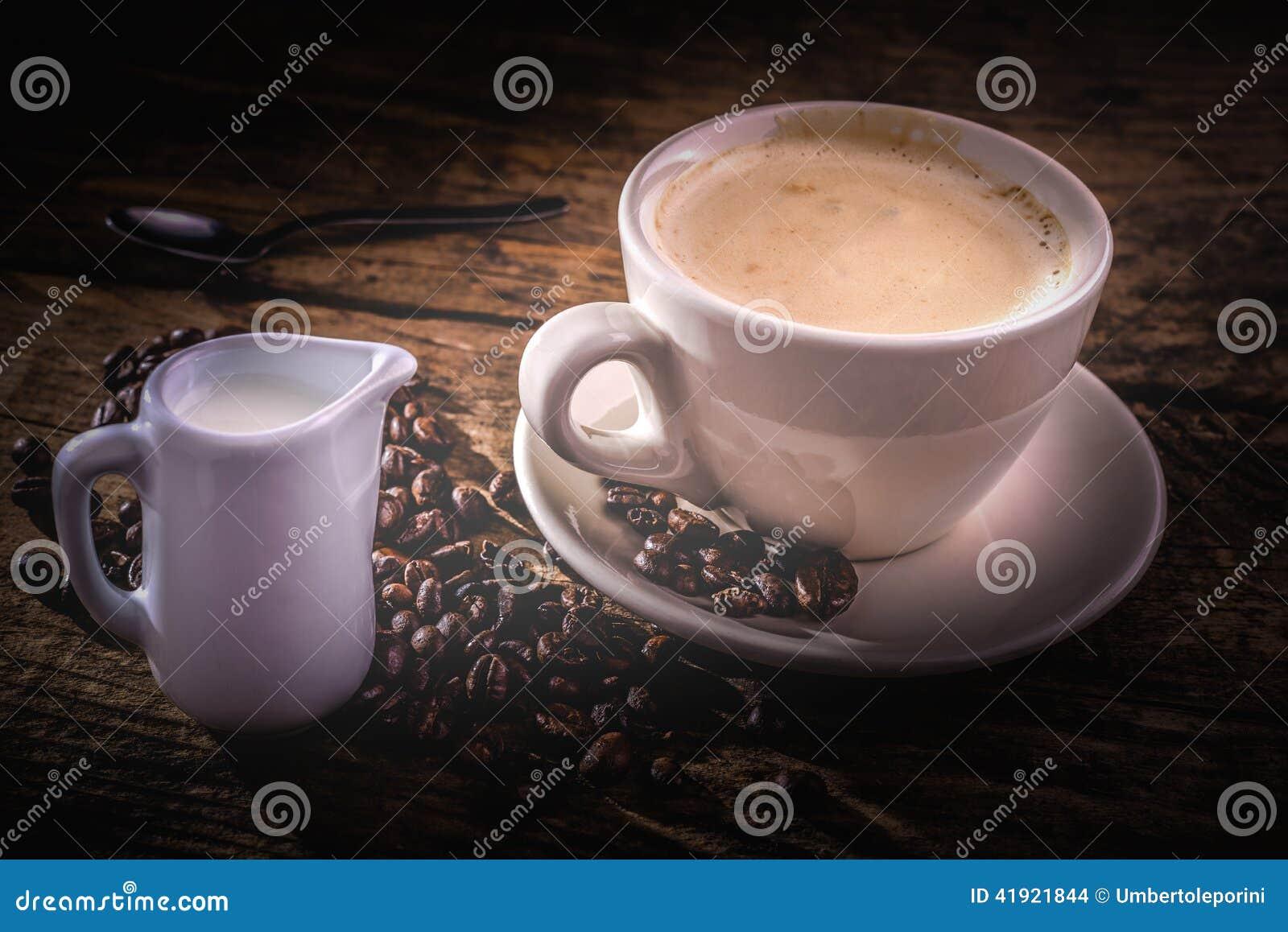 Café y leche para el desayuno
