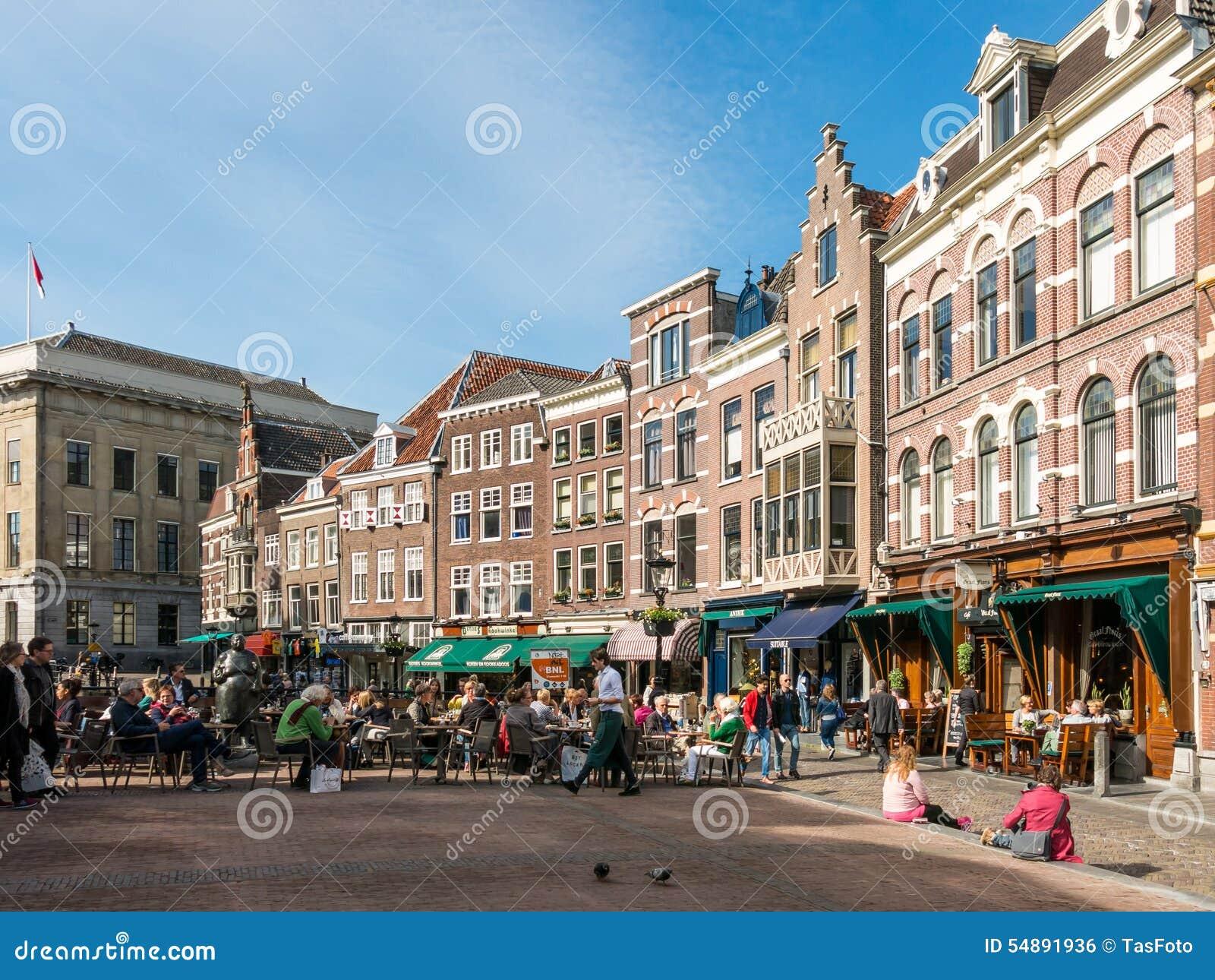 Cafés auf Vismarkt in Utrecht, die Niederlande