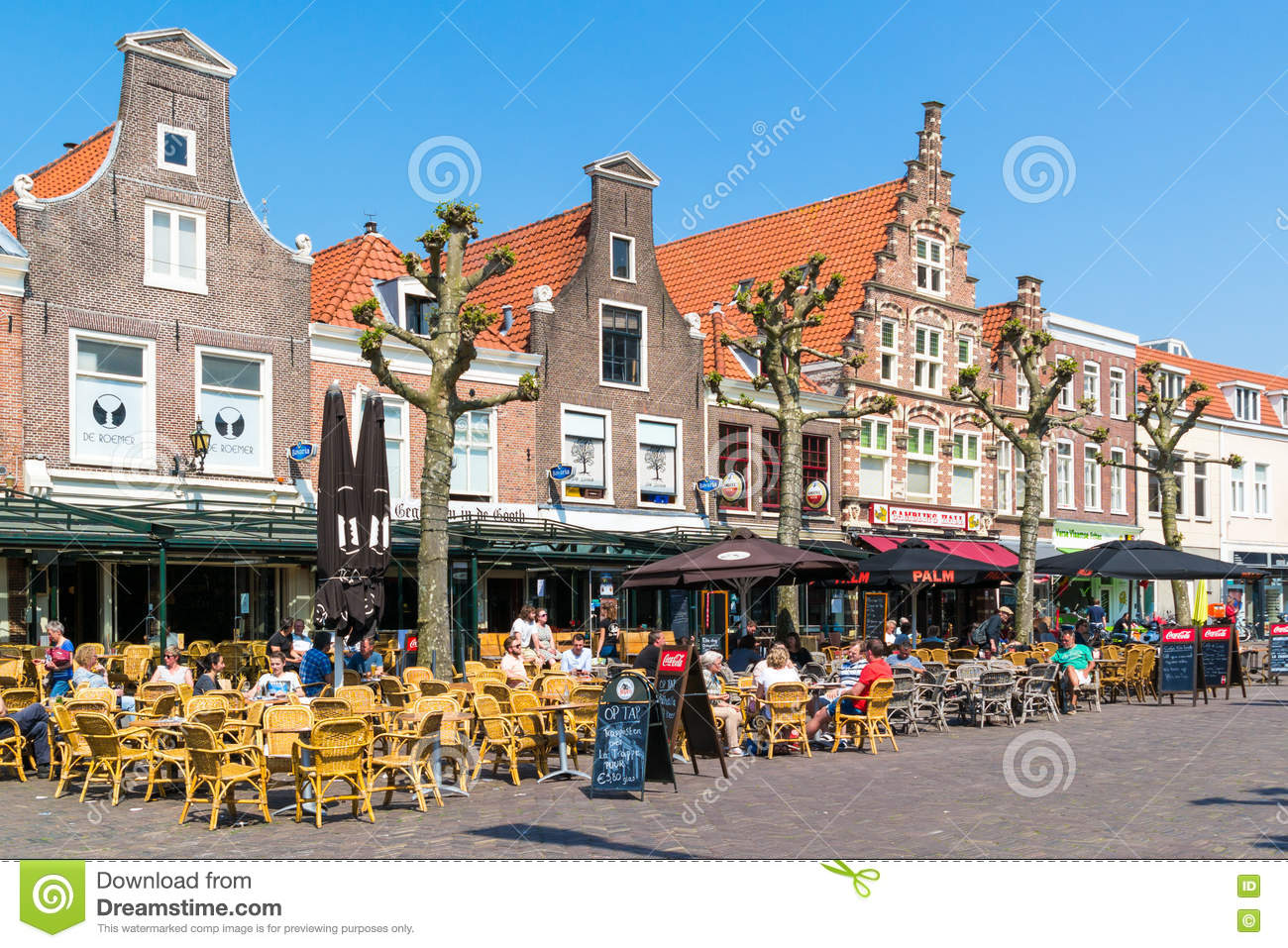 caf s de trottoir sur botermarkt haarlem pays bas photo ditorial image du centre d tendez. Black Bedroom Furniture Sets. Home Design Ideas