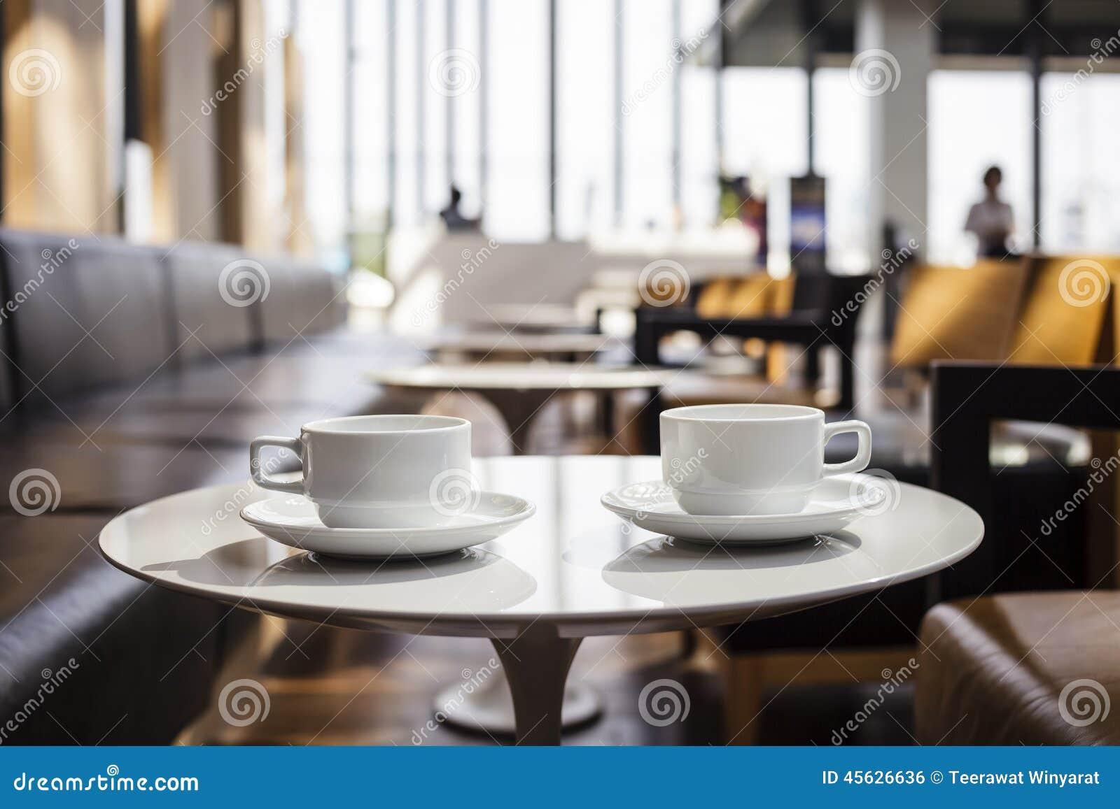 Cafés no interior do café da cafetaria