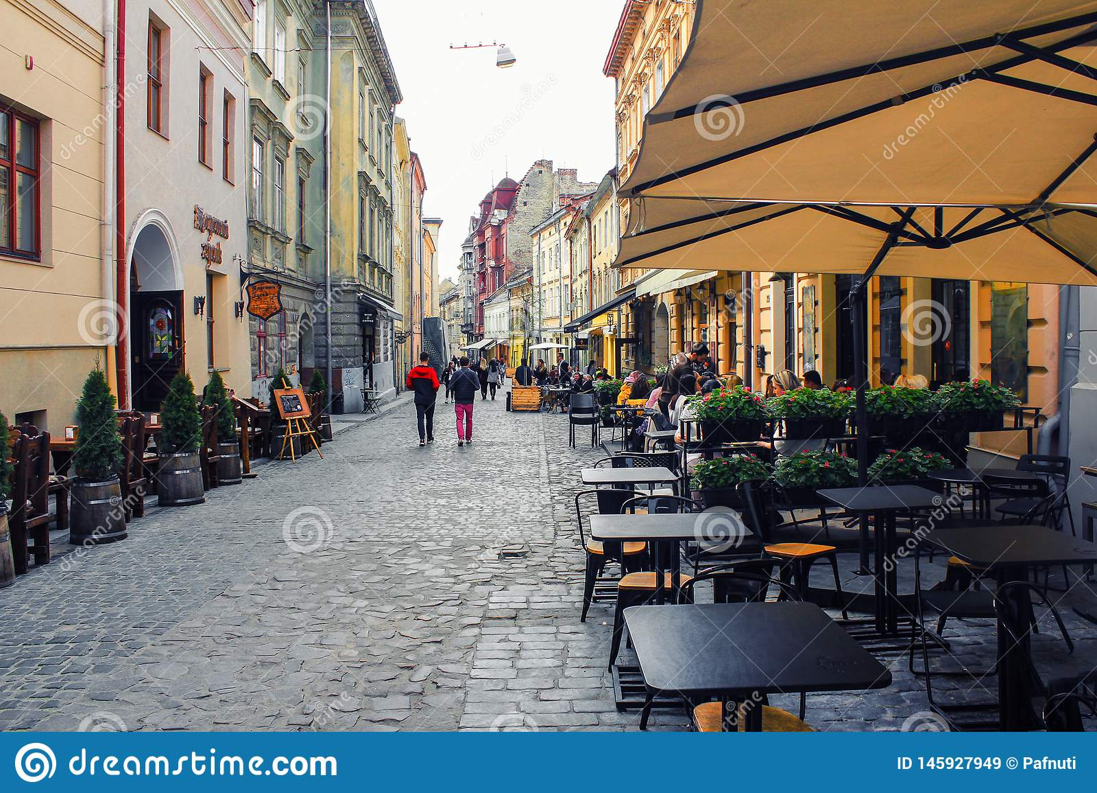 Caf? al aire libre en la ciudad vieja