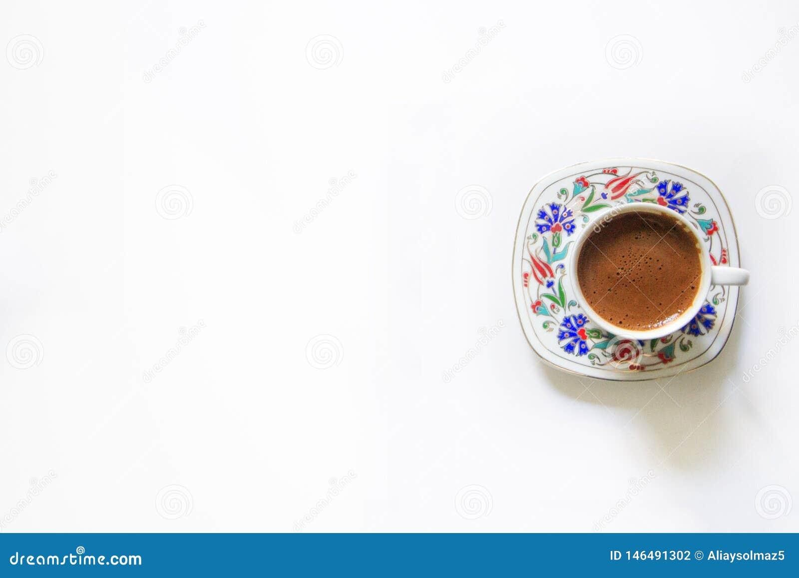 Caf? turc d isolement, tasse de caf? turc, de caf? traditionnel, de fond blanc, de caf? turc et de secteur vide