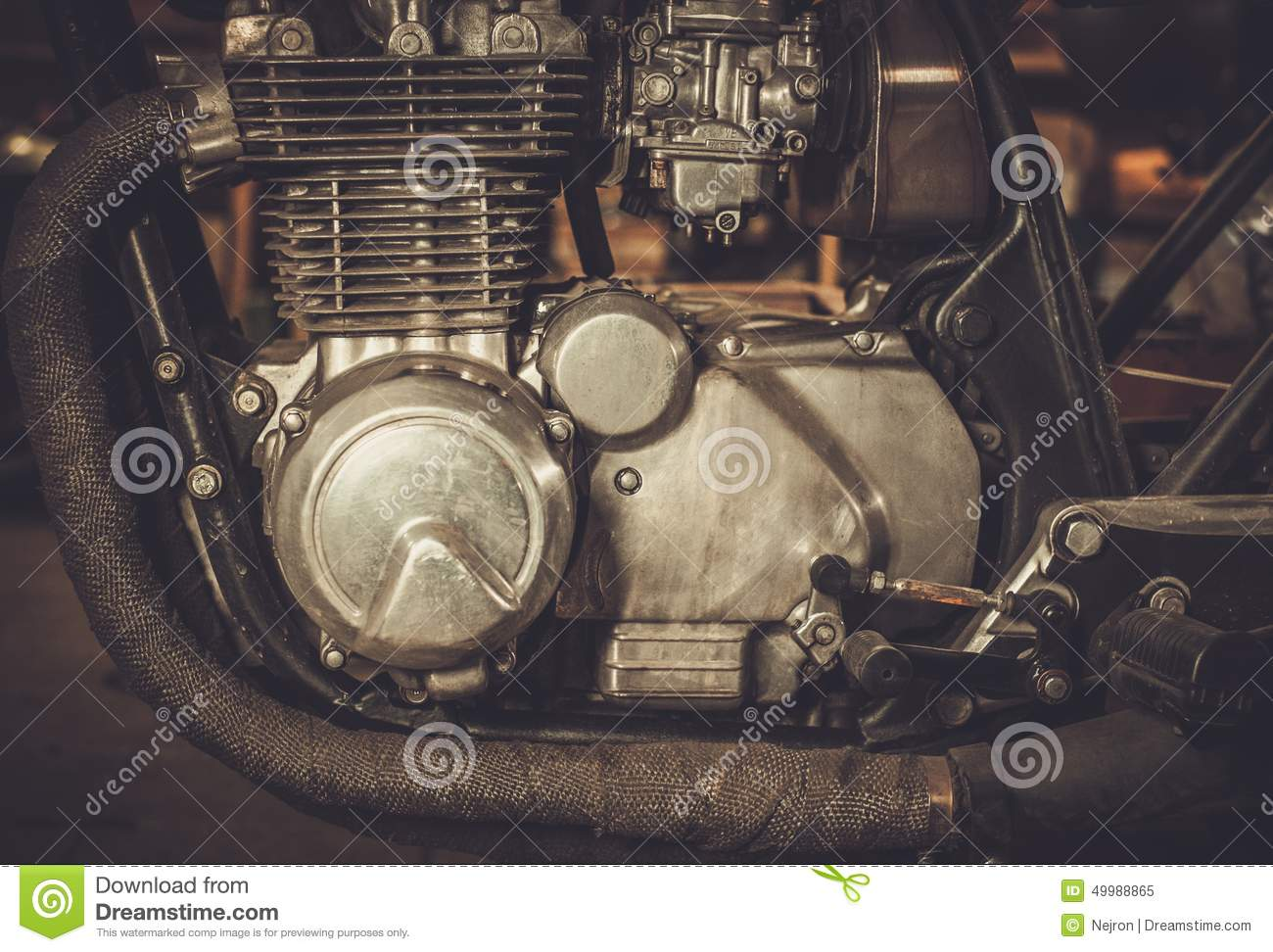 Cafe-racer motorcycle engine