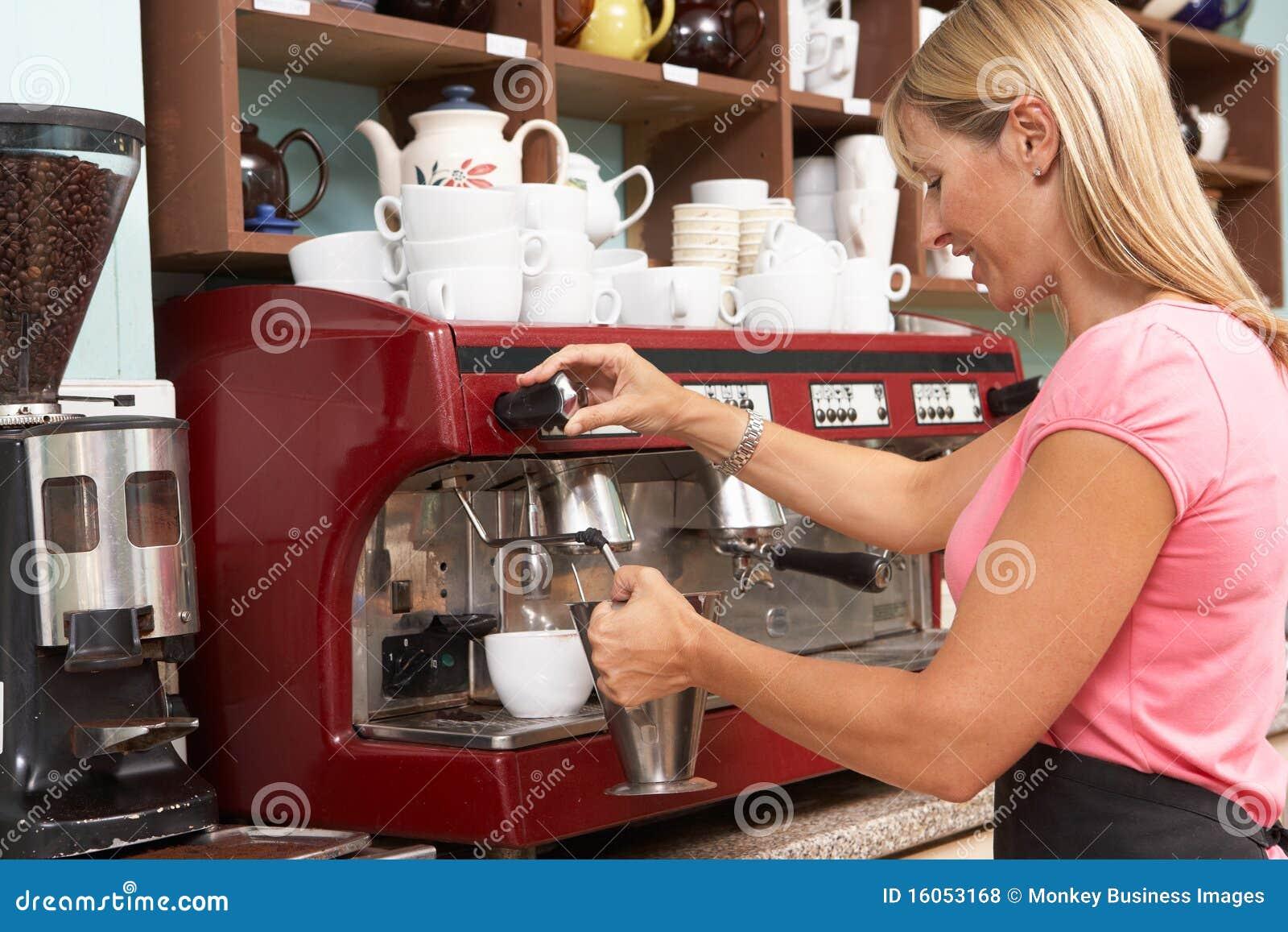 Cafekaffe som gör kvinnan