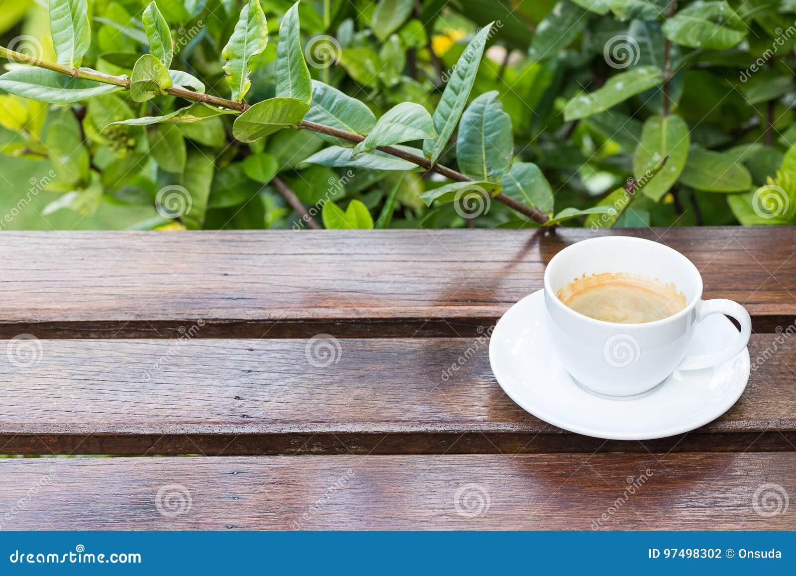 Caffè caldo al terrazzo