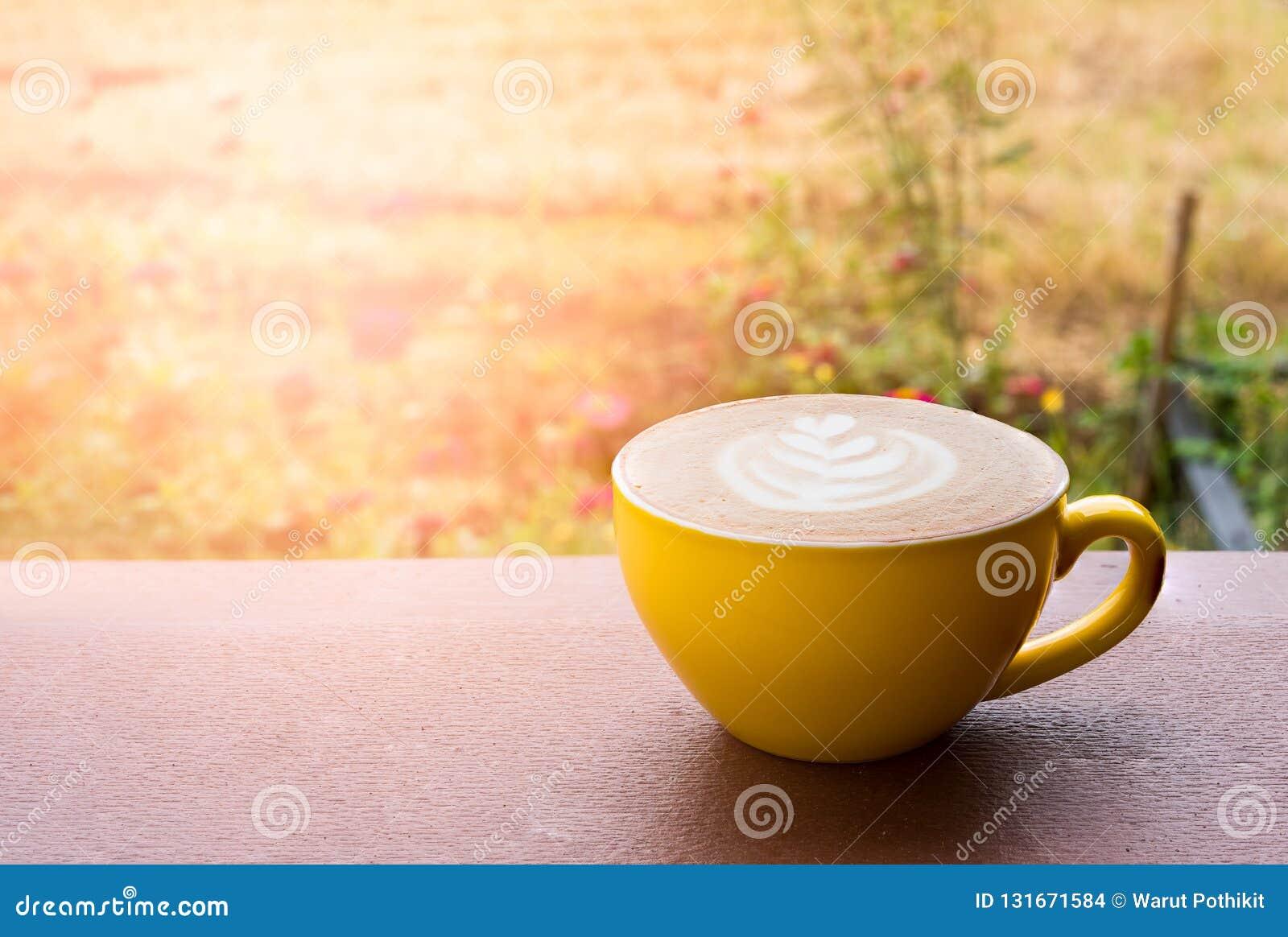 Caffè caldo del latte