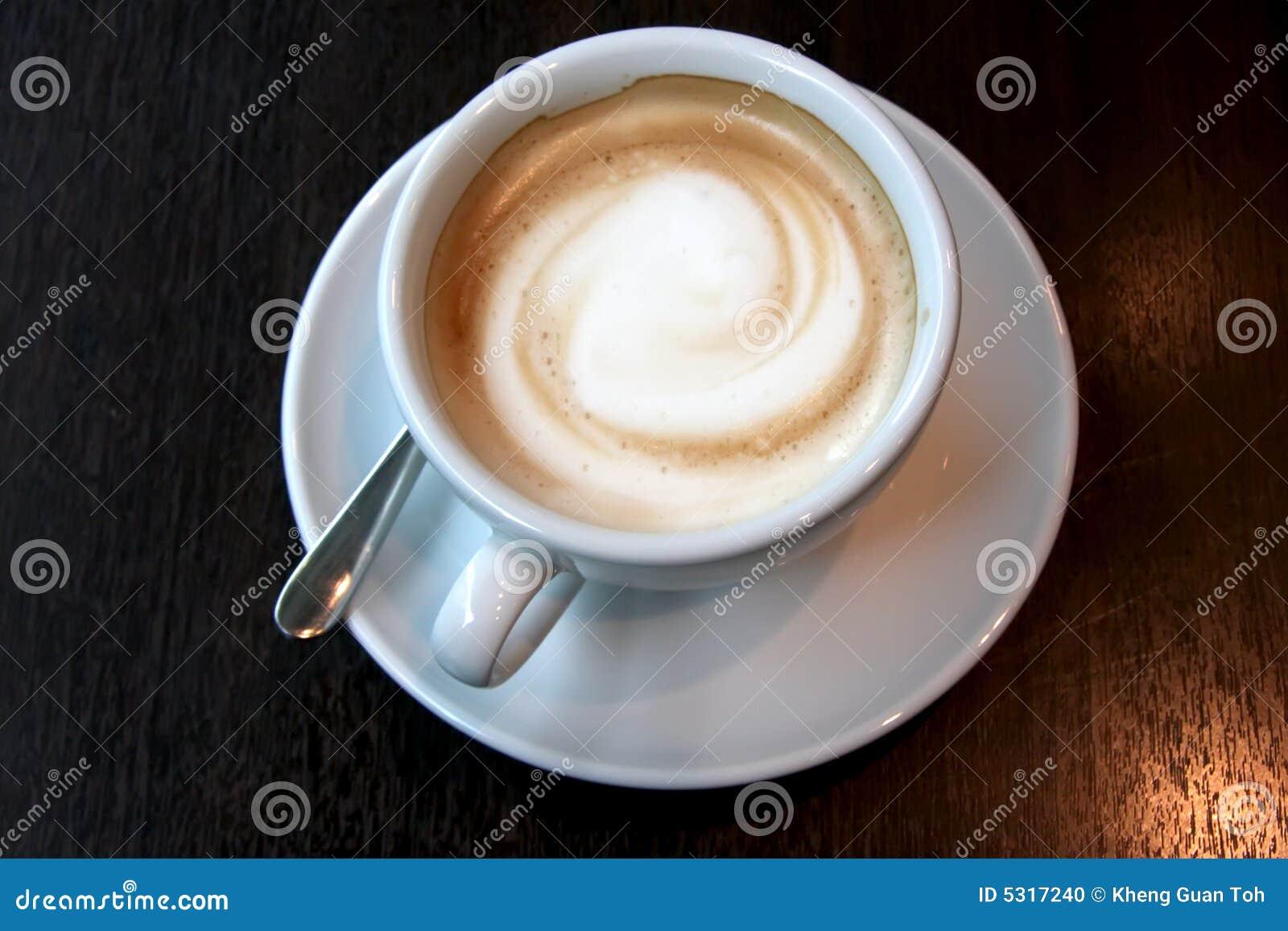 Download Caffè con gomma piuma fotografia stock. Immagine di rotondo - 5317240
