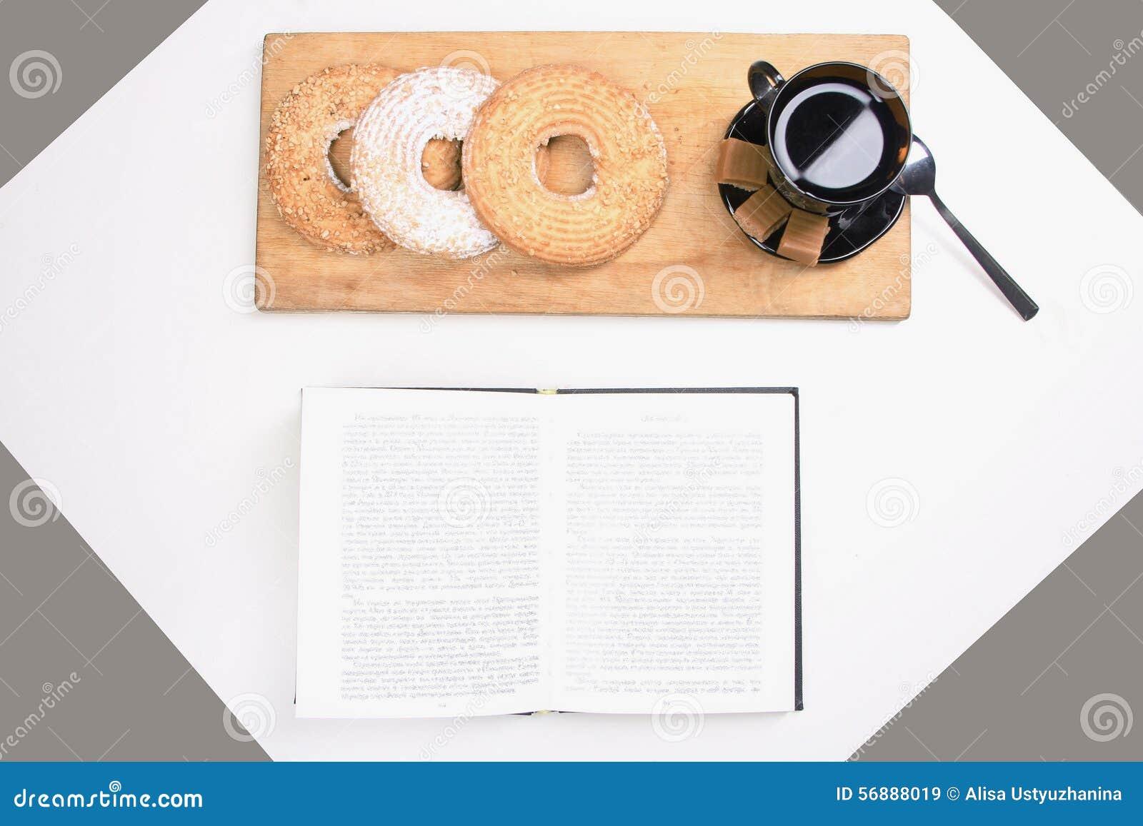 Caffè di mattina e libro del diario
