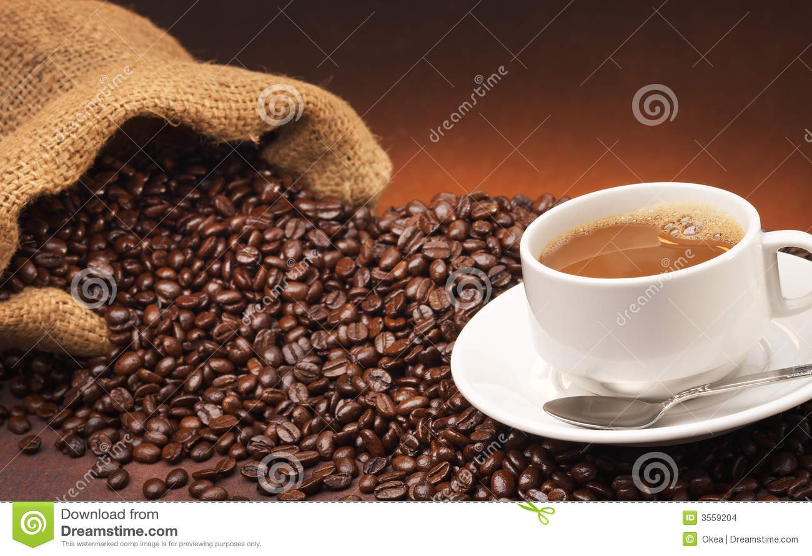 Caffè e chicchi di caffè