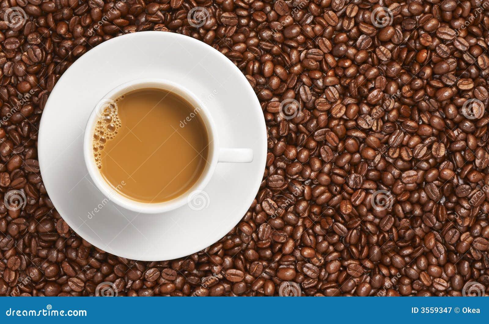 Caffè e chicco di caffè