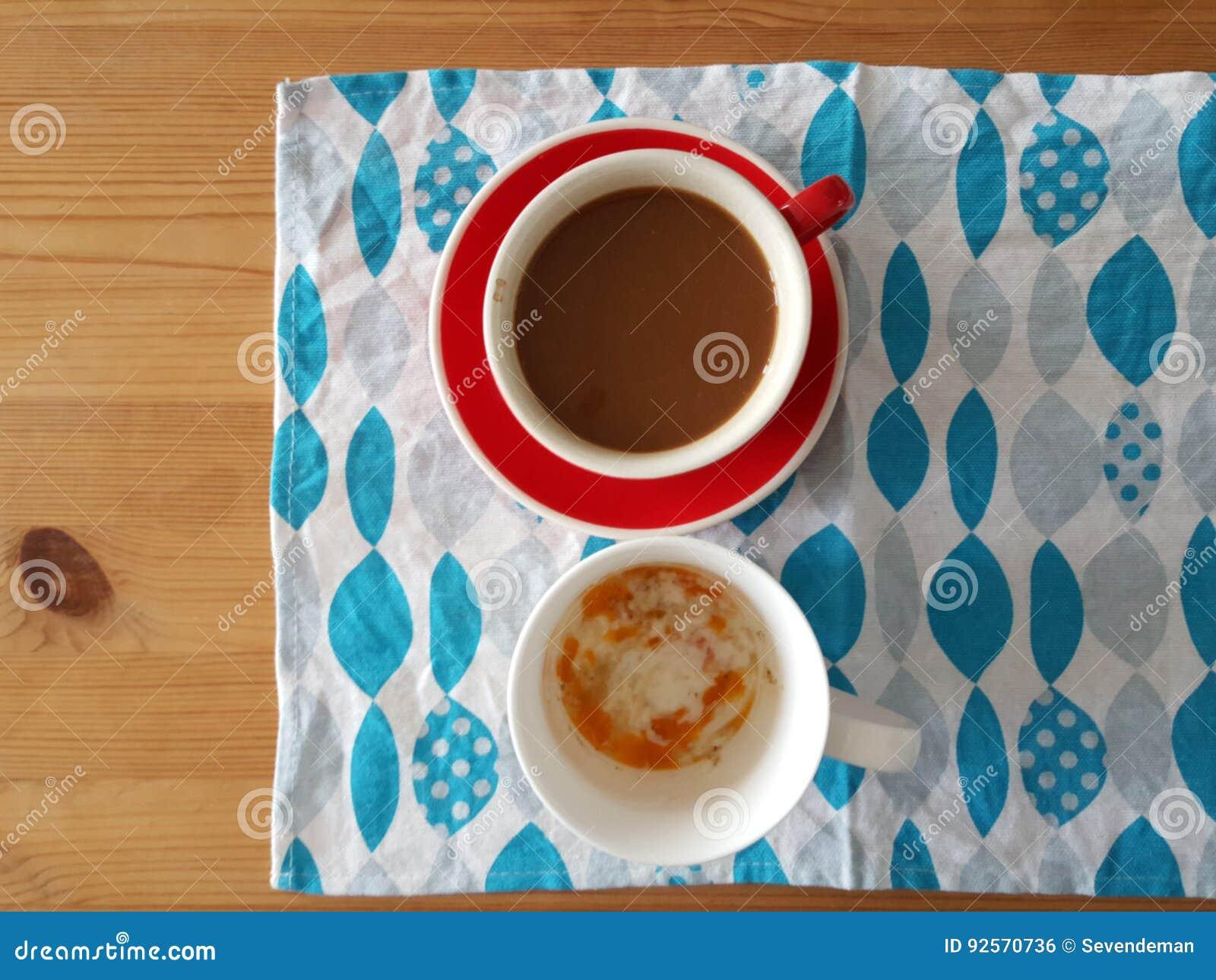 Caffè e uova sode molli
