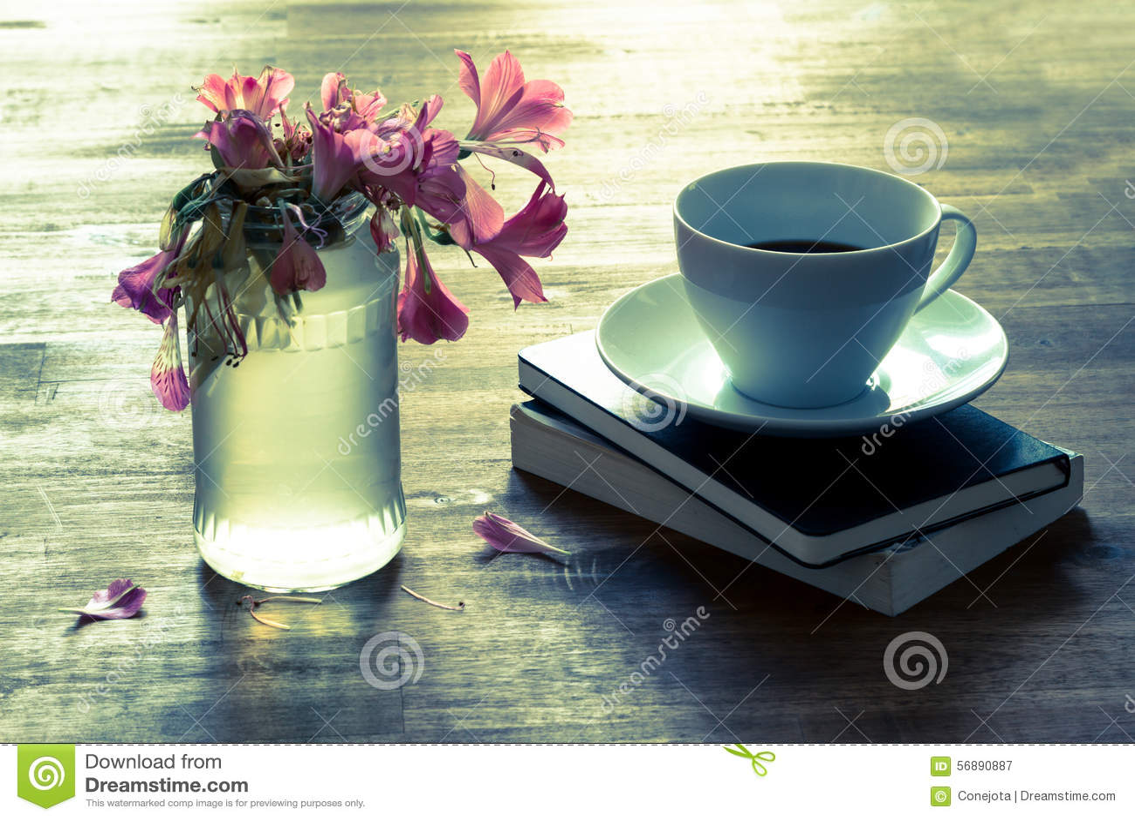 Caffè leggente e bevente