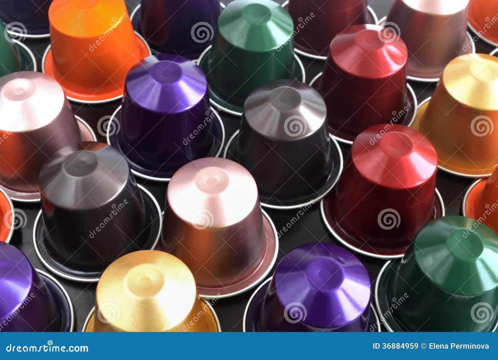 Download Caffè Nel Fondo Dei Baccelli Immagine Stock - Immagine di capsule, sapore: 36884959