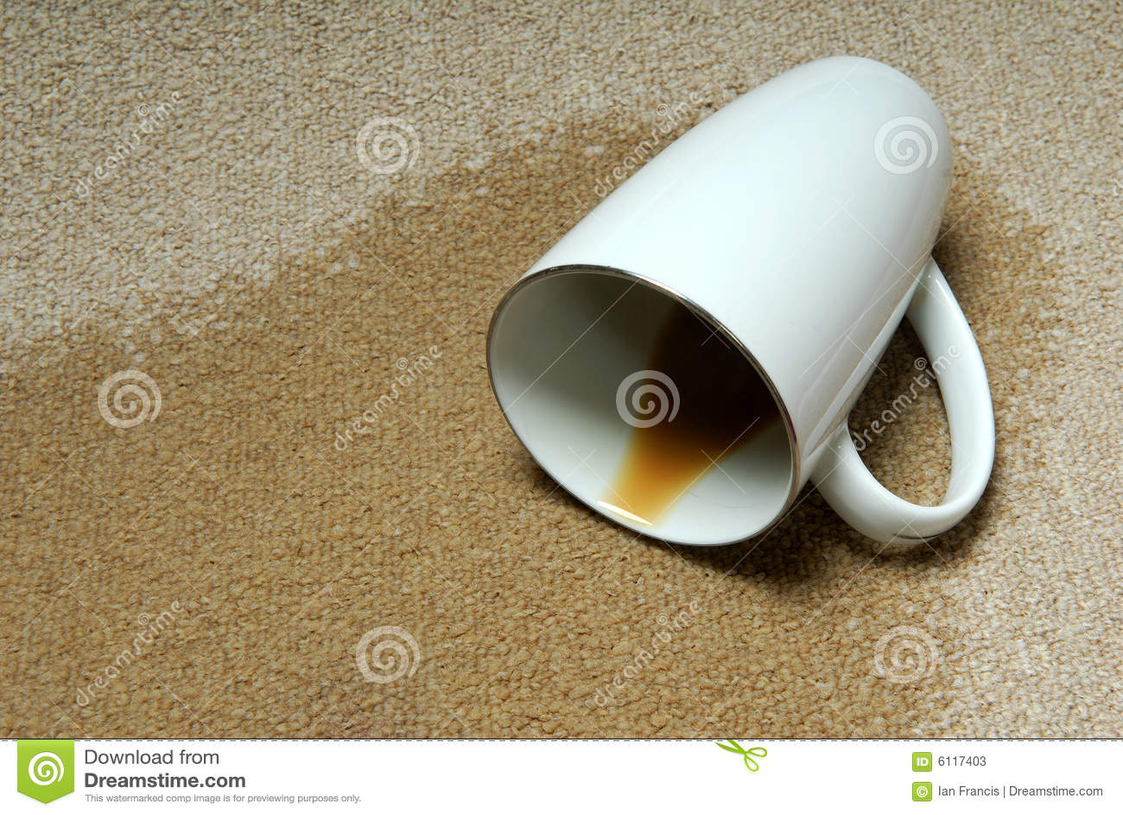 Caffè rovesciato su moquette