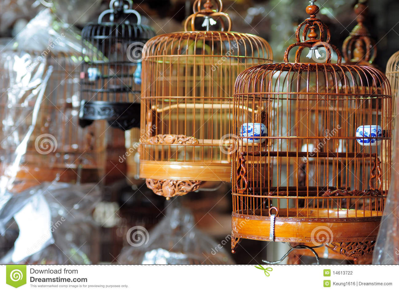 cage d 39 oiseau chinoise photo stock image du cages vente 14613722. Black Bedroom Furniture Sets. Home Design Ideas