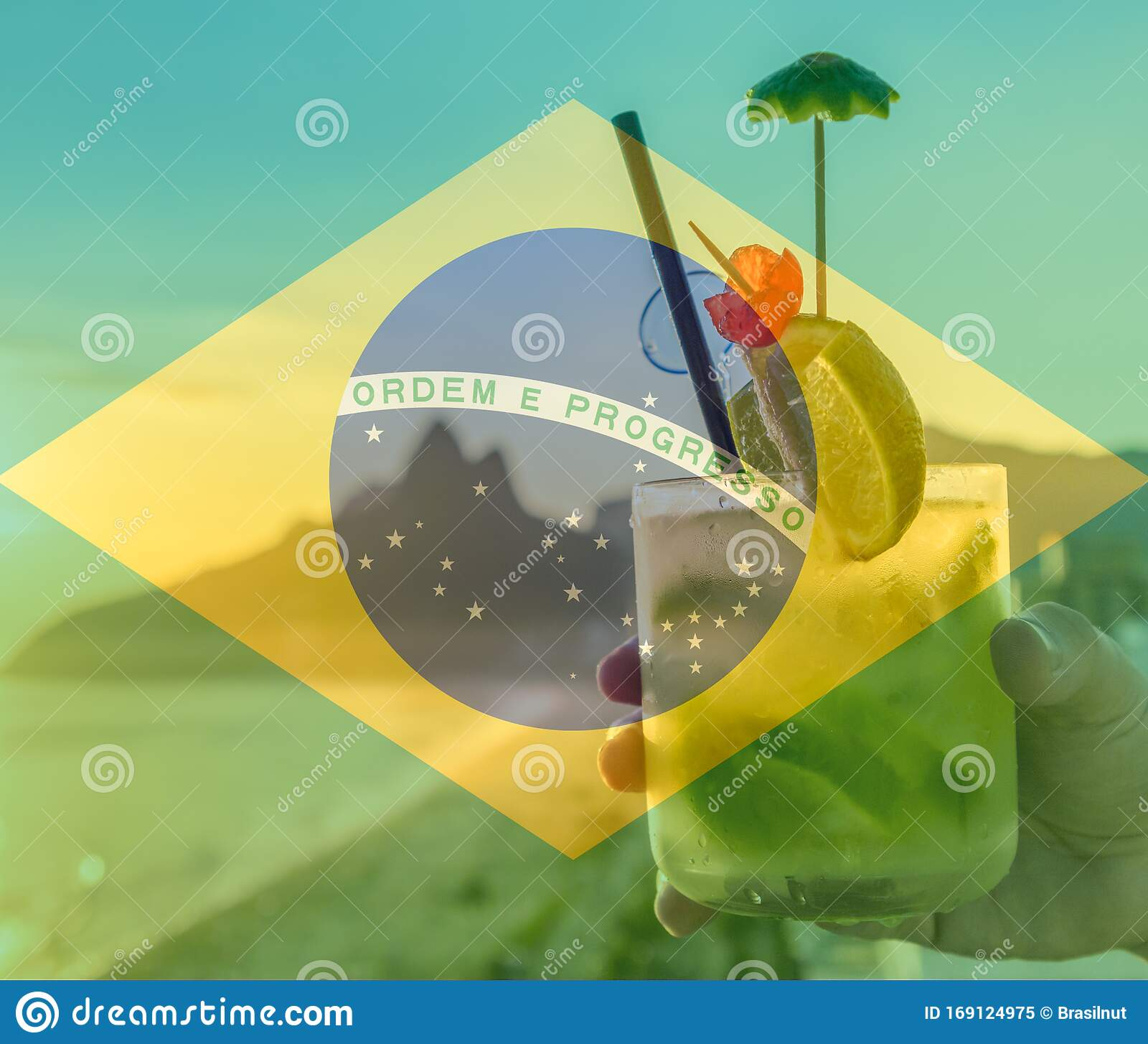 caipirinha cocktail mit brasilianischer flagge als