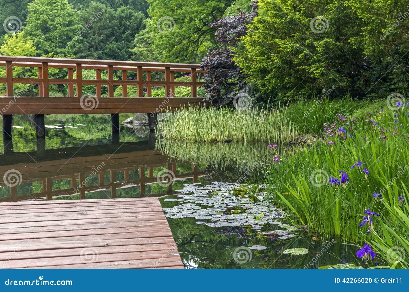 plantas jardim japones:Jardim japonês – cais, ponte japonesa vermelha e estações de