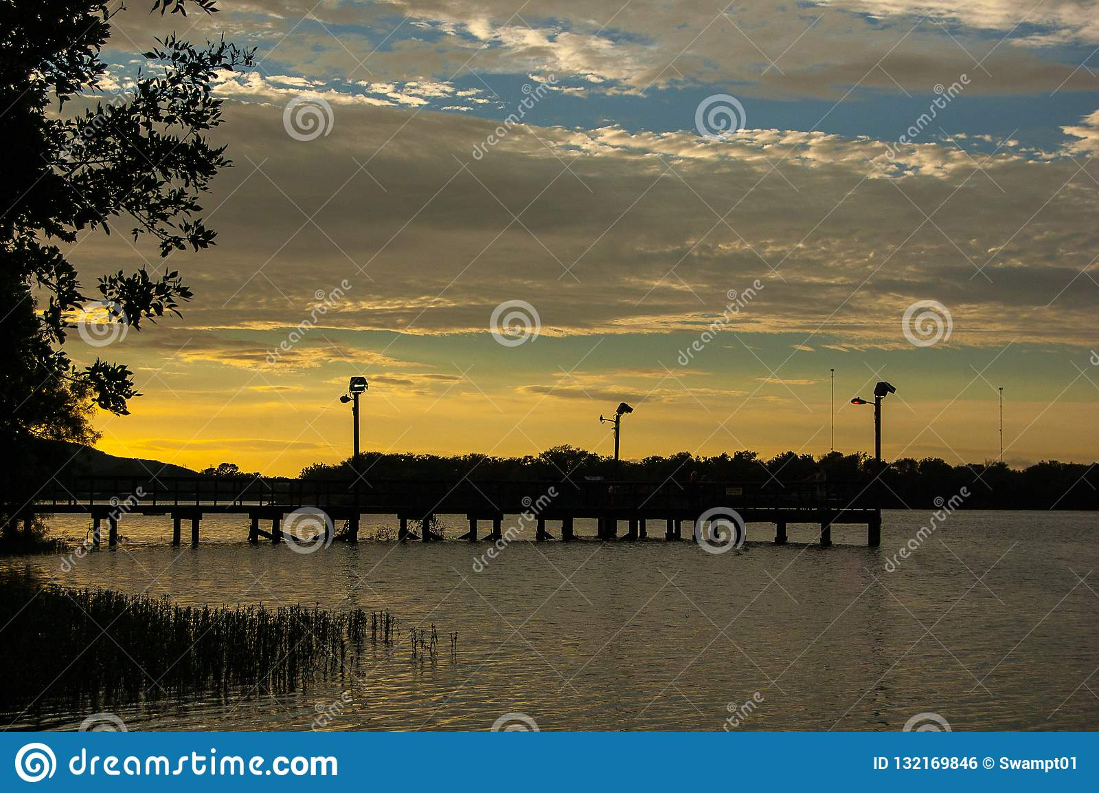 Cais de pesca norte no parque estadual do lago ink, Texas