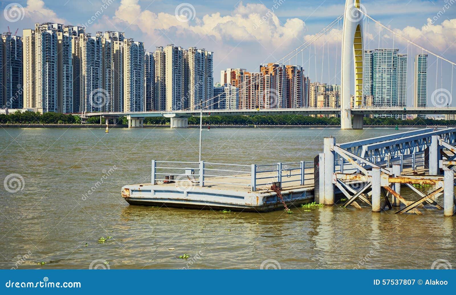 Cais do rio, cais em Guangzhou China