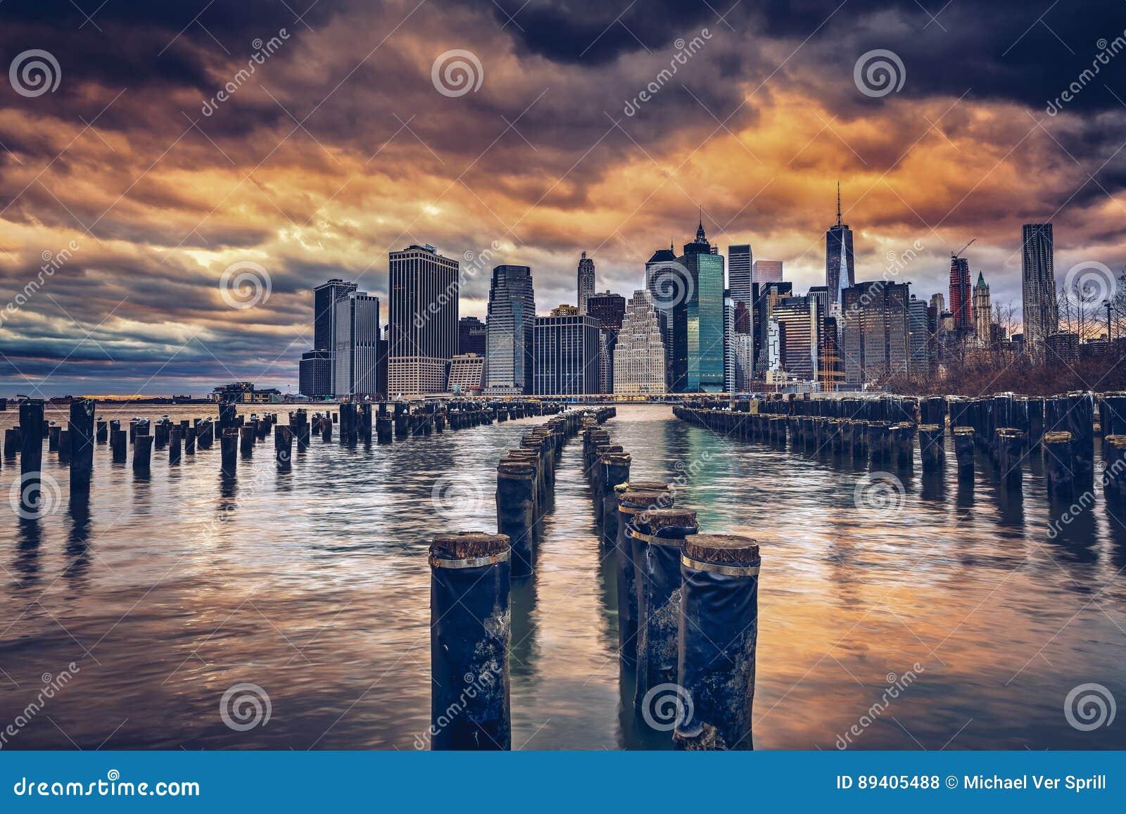 Cais e pilhas de Brooklyn