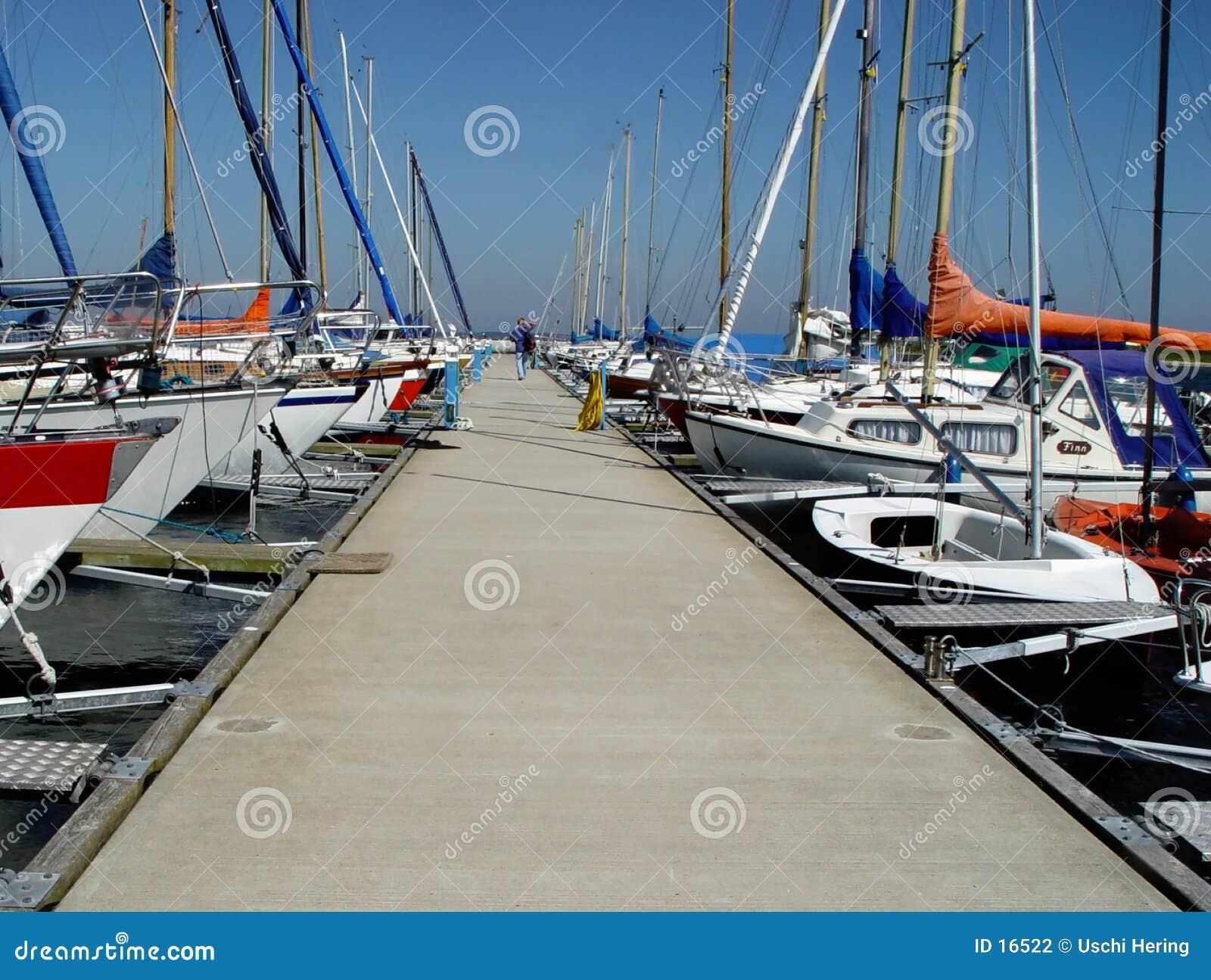 Cais em um clube yachting