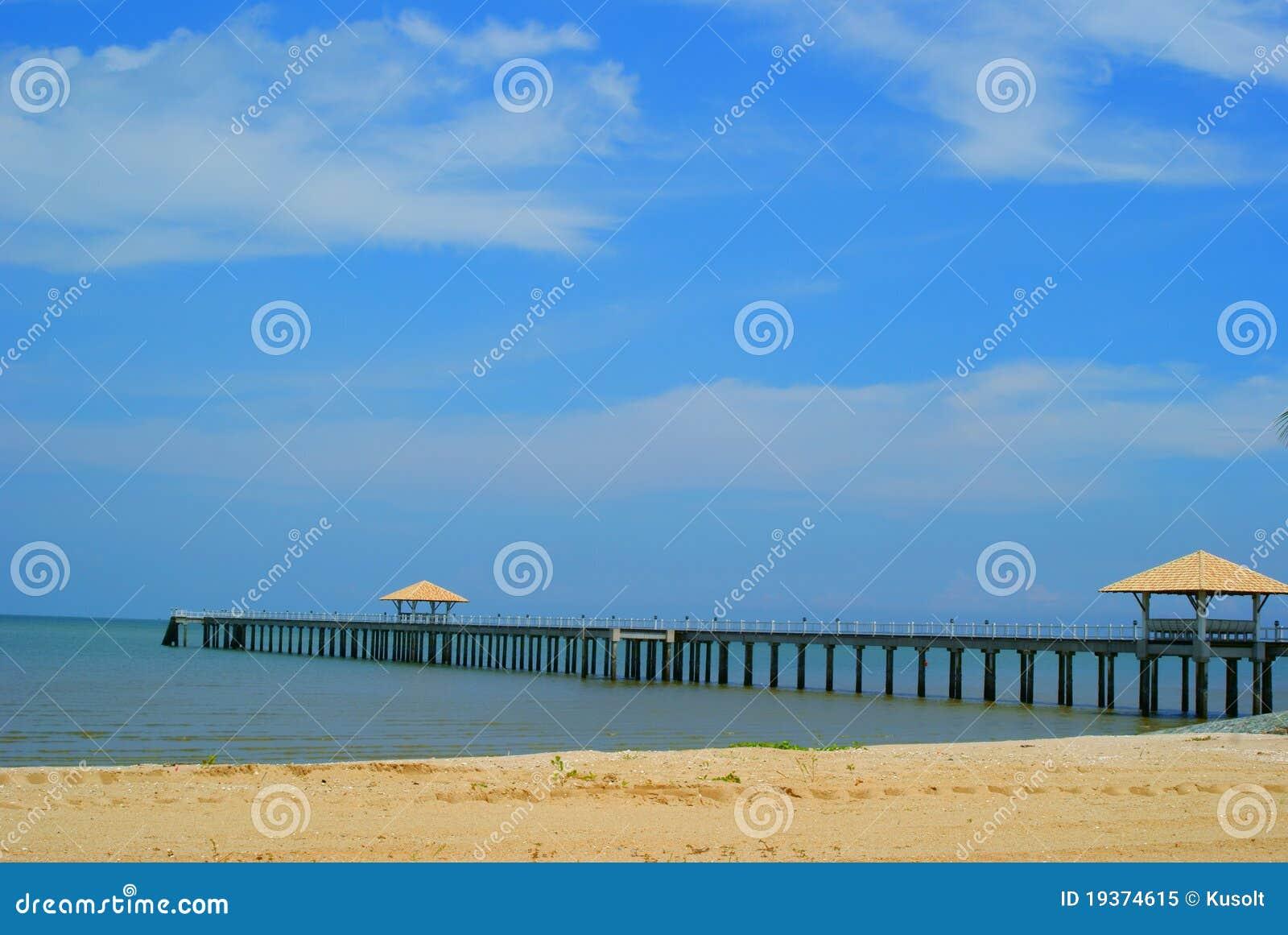 Cais na praia