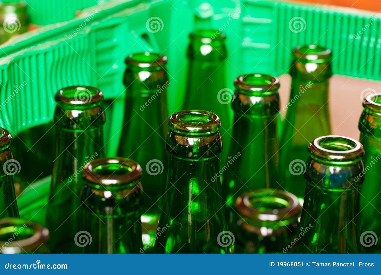 caisse avec les bouteilles bire vides - Caisse Biere Plastique