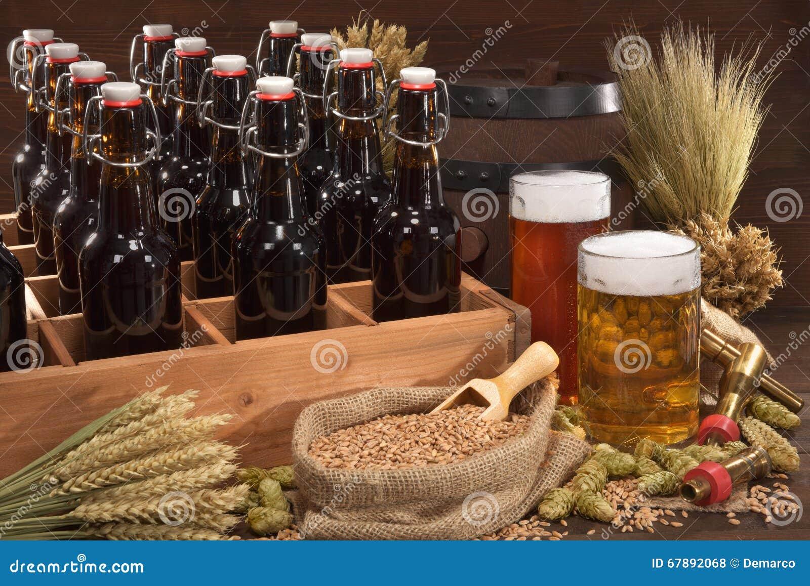 Caisse de bière avec des verres de bière