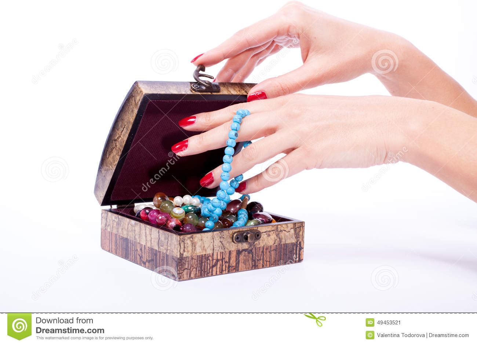 Caixa aberta mão da mulher