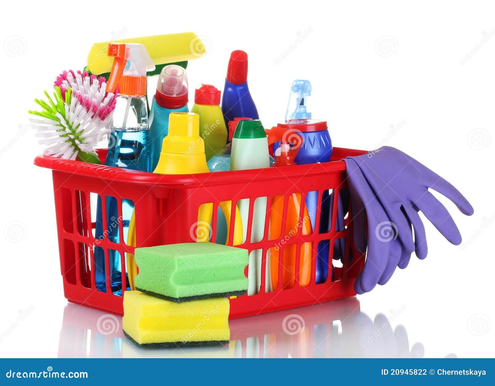 Caixa cheia de fontes de limpeza