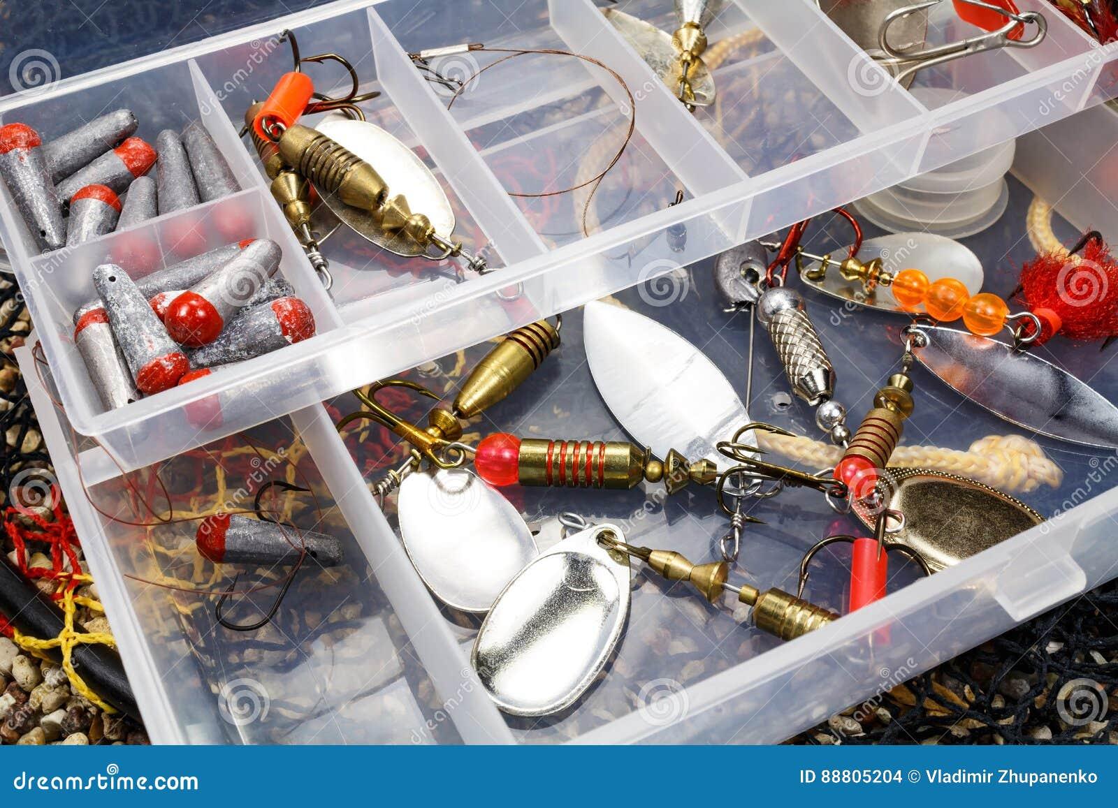 Caixa de armazenamento com iscas e acessórios de pesca