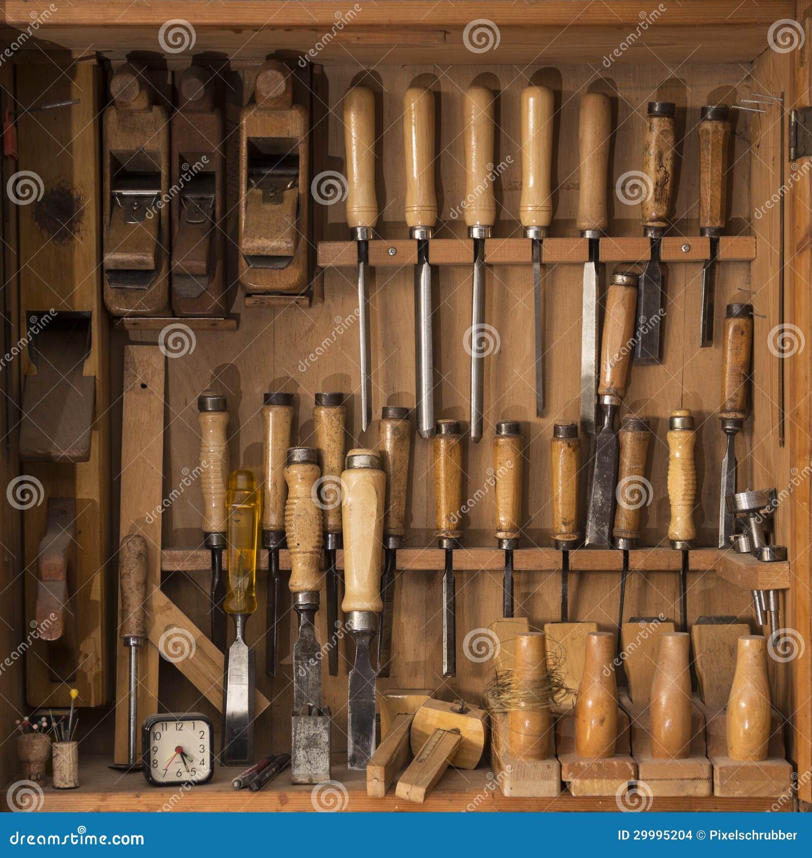 Caixa de ferramentas de madeira com spattle e guilhotina Adobe RGB. #83A427 1300x1390