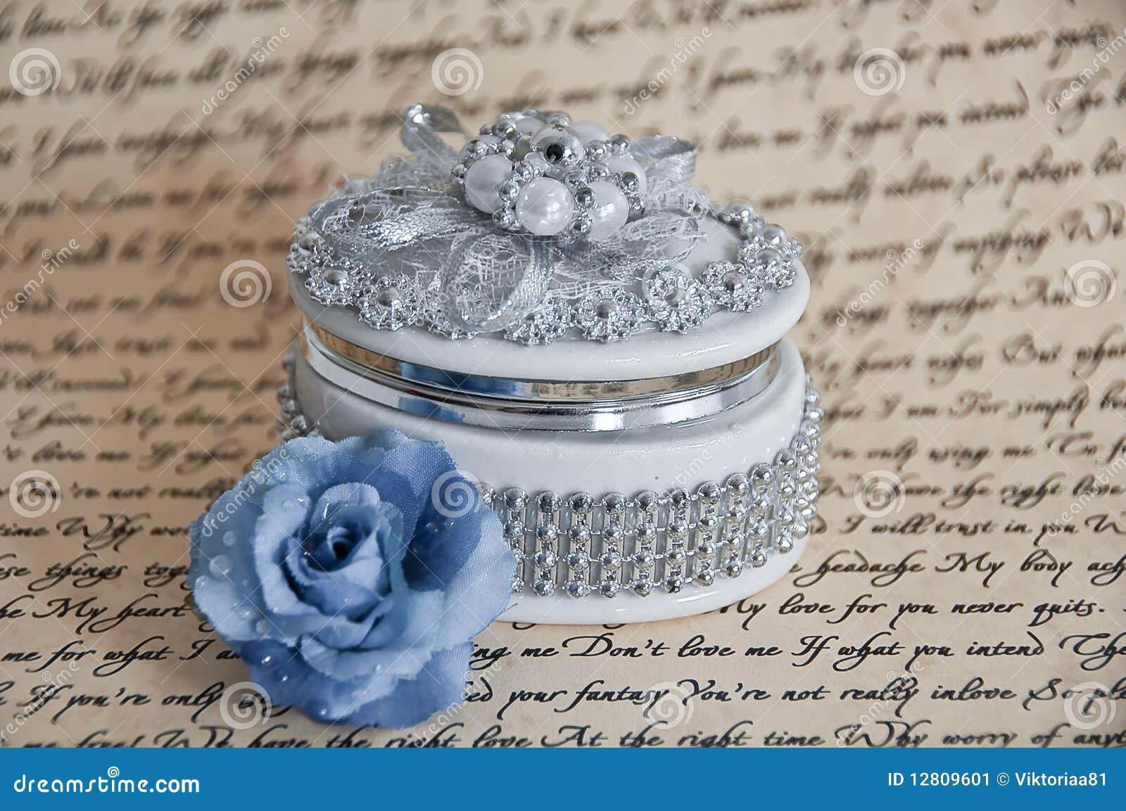 Caixa de jóia delicada com uma Rosa azul