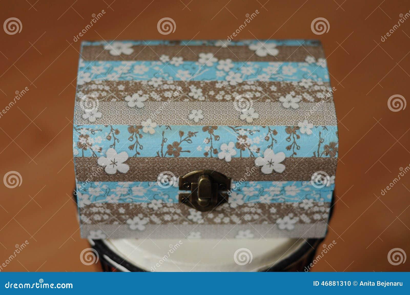 Caixa De Madeira Caixa De Decoupage Dos Guardanapo Foto de Stock  #734124 1300x953