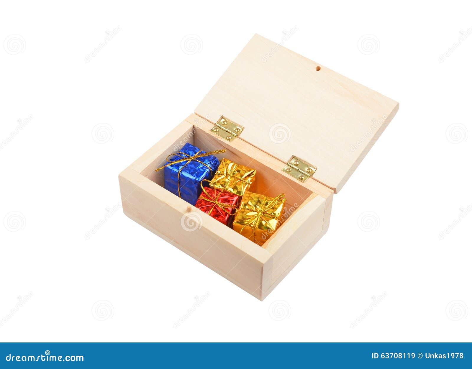 Mais imagens similares de ` Caixa de madeira com presente do Natal ` #B83413 1300x1033