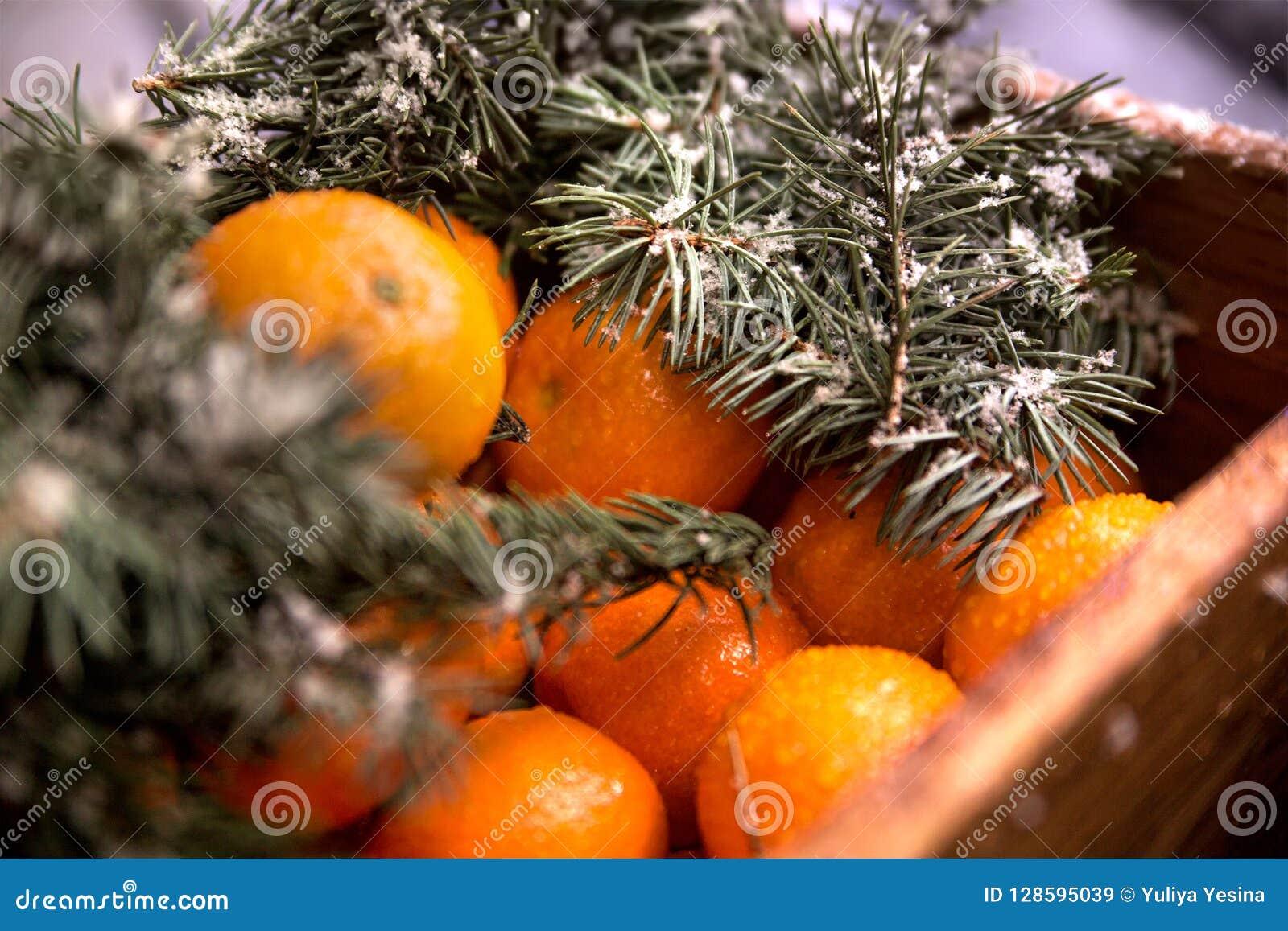 Caixa de madeira com tangerinas