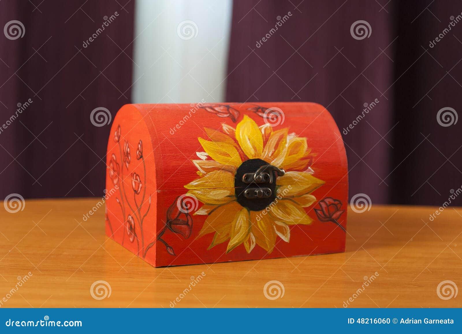Caixa de madeira pintado à mão