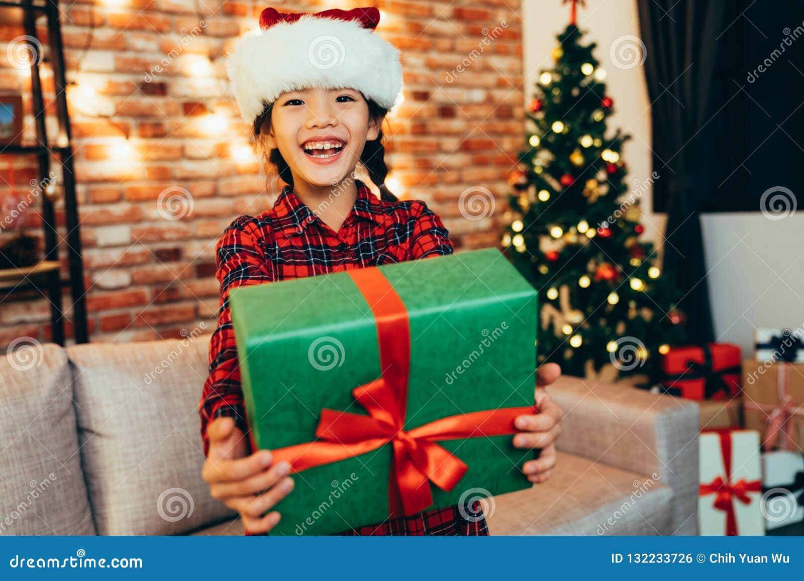 Caixa de presente doce da exibição da menina do Natal