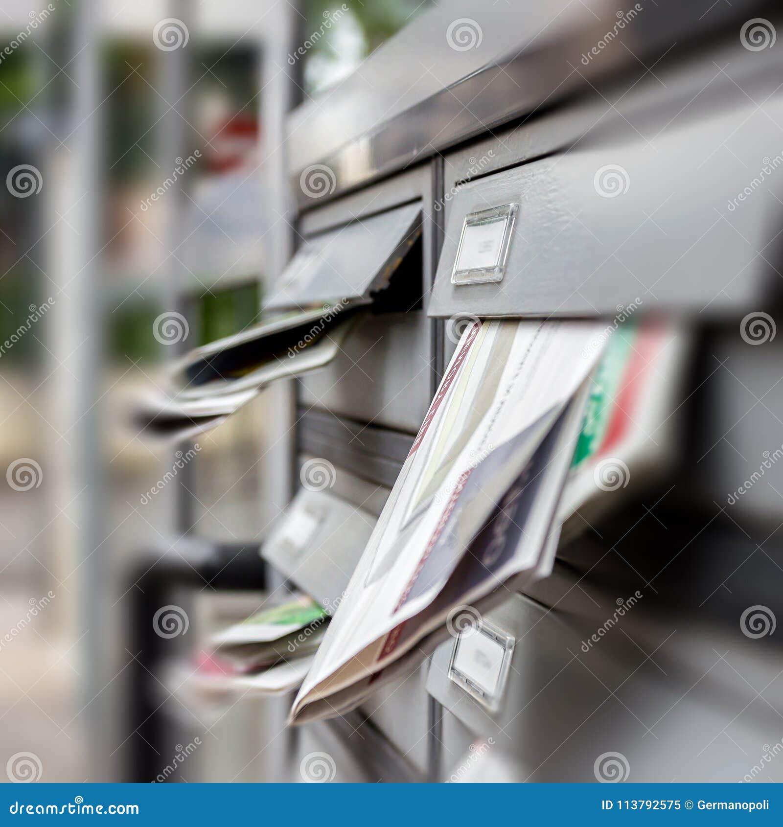 Caixa postal completamente dos correios nãos solicitados