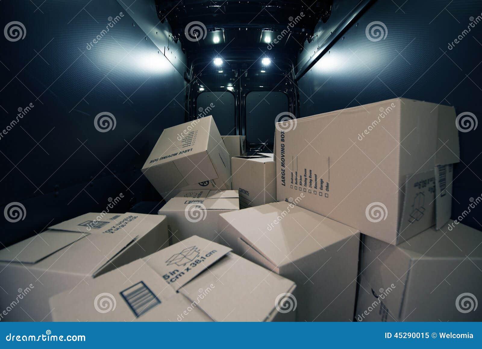 Caixas de cartão no Van