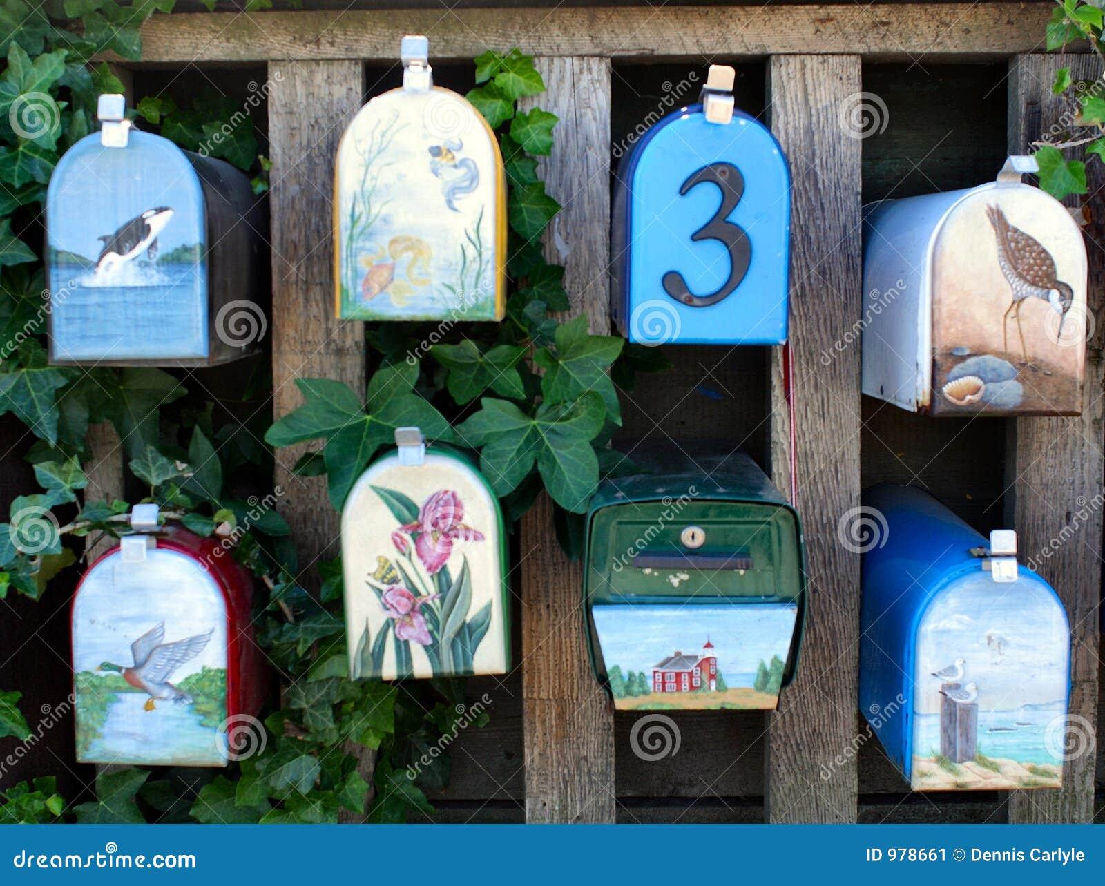 Caixas postais pintadas