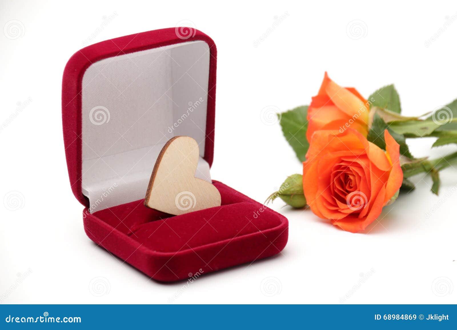 Caja con el regalo de la joyería