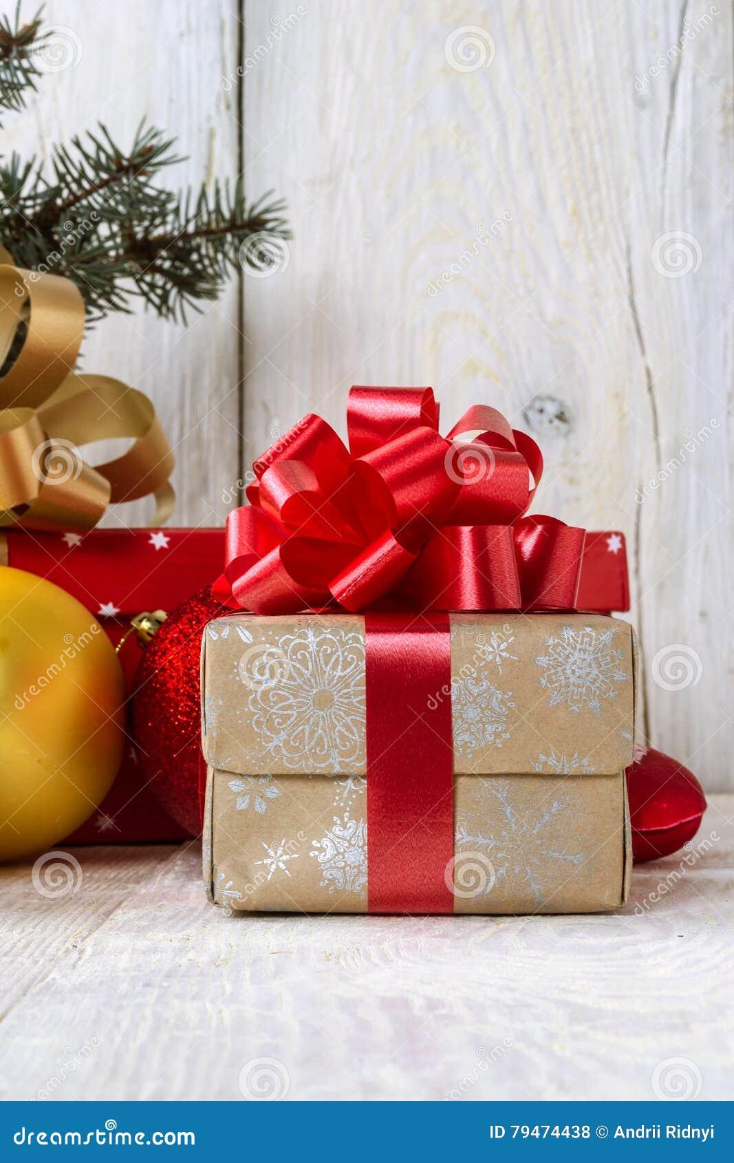 Caja con un arco para un regalo
